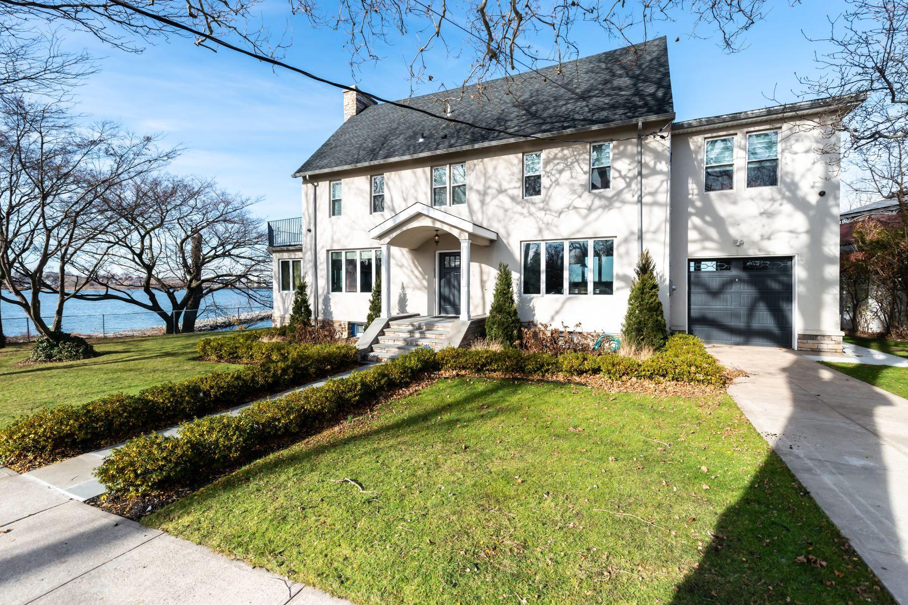 Single Family Homes for Sale at Malba 17 Boulevard Malba, New York 11357 United States