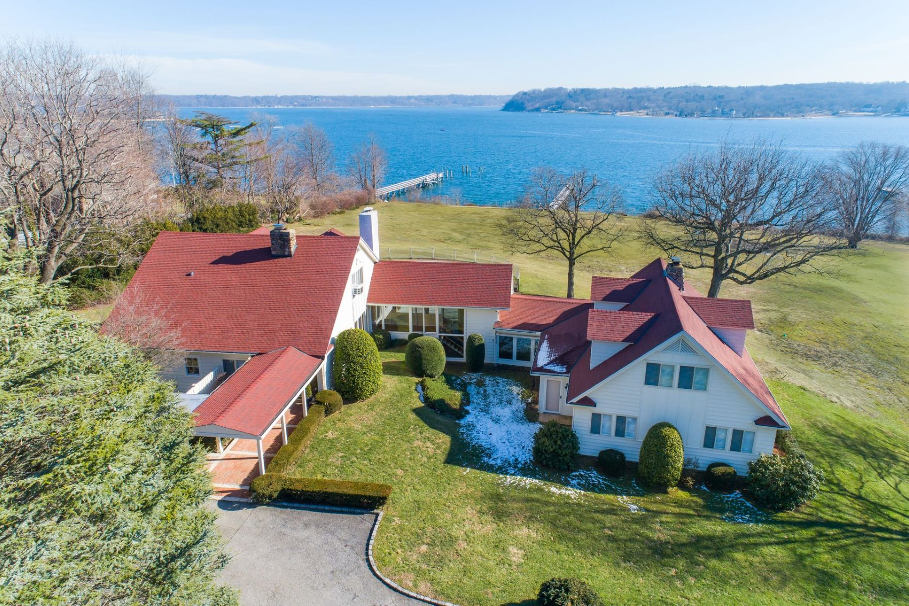 Single Family Homes for Active at 403 Centre Island Rd Centre Island, New York 11771 United States