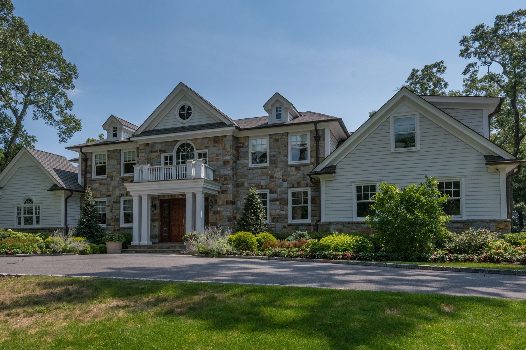 Single Family Homes 為 出售 在 Old Westbury 67 Wheatley Rd, Old Westbury, 纽约 11568 美國