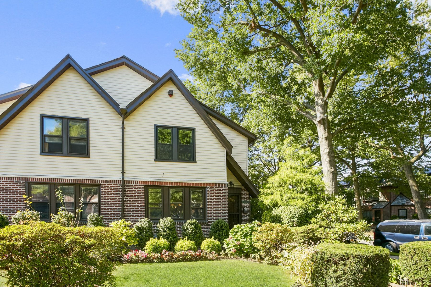 Single Family Homes for Sale at Forest Hills 68-02 Fleet St Forest Hills, New York 11375 United States