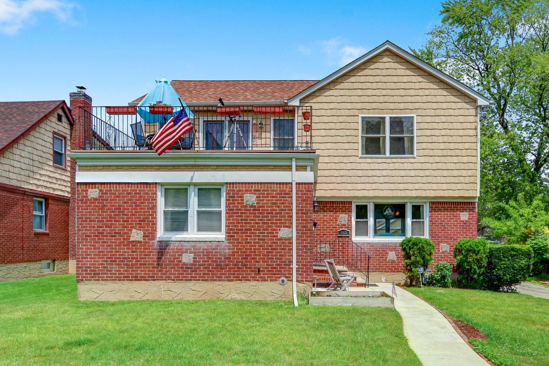 Single Family Homes 為 出售 在 Floral Park 163 Barwick, Floral Park, 纽约 11001 美國
