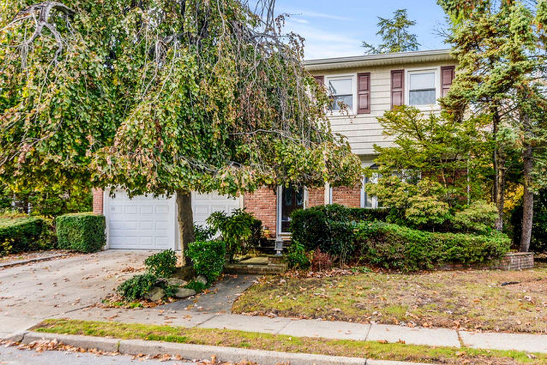Single Family Homes 為 出售 在 Cedarhurst 544 Hudson Avenue, Cedarhurst, 纽约 11516 美國