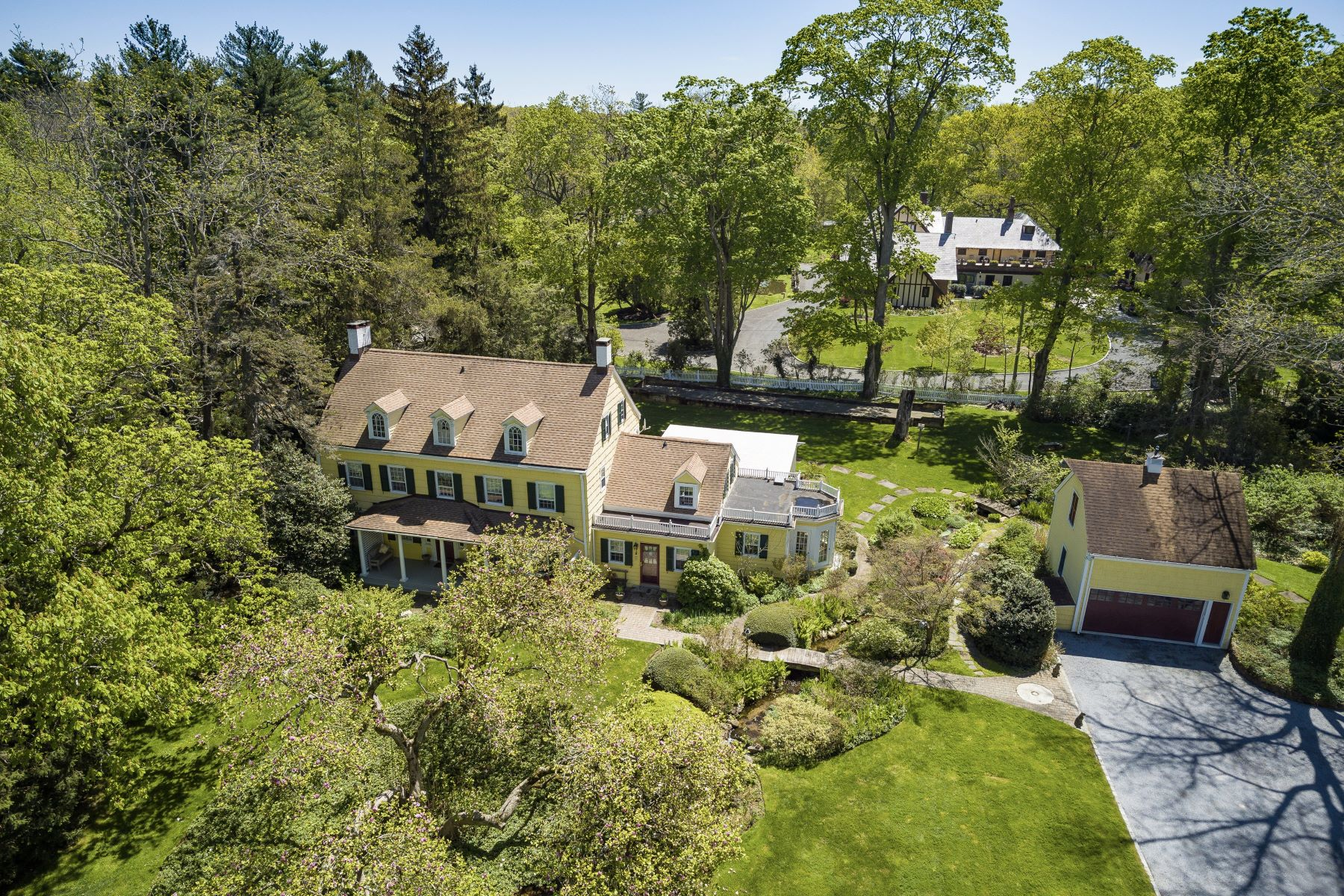 Single Family Homes for Sale at Oyster Bay Cove 155 Royston Ln Oyster Bay Cove, New York 11771 United States