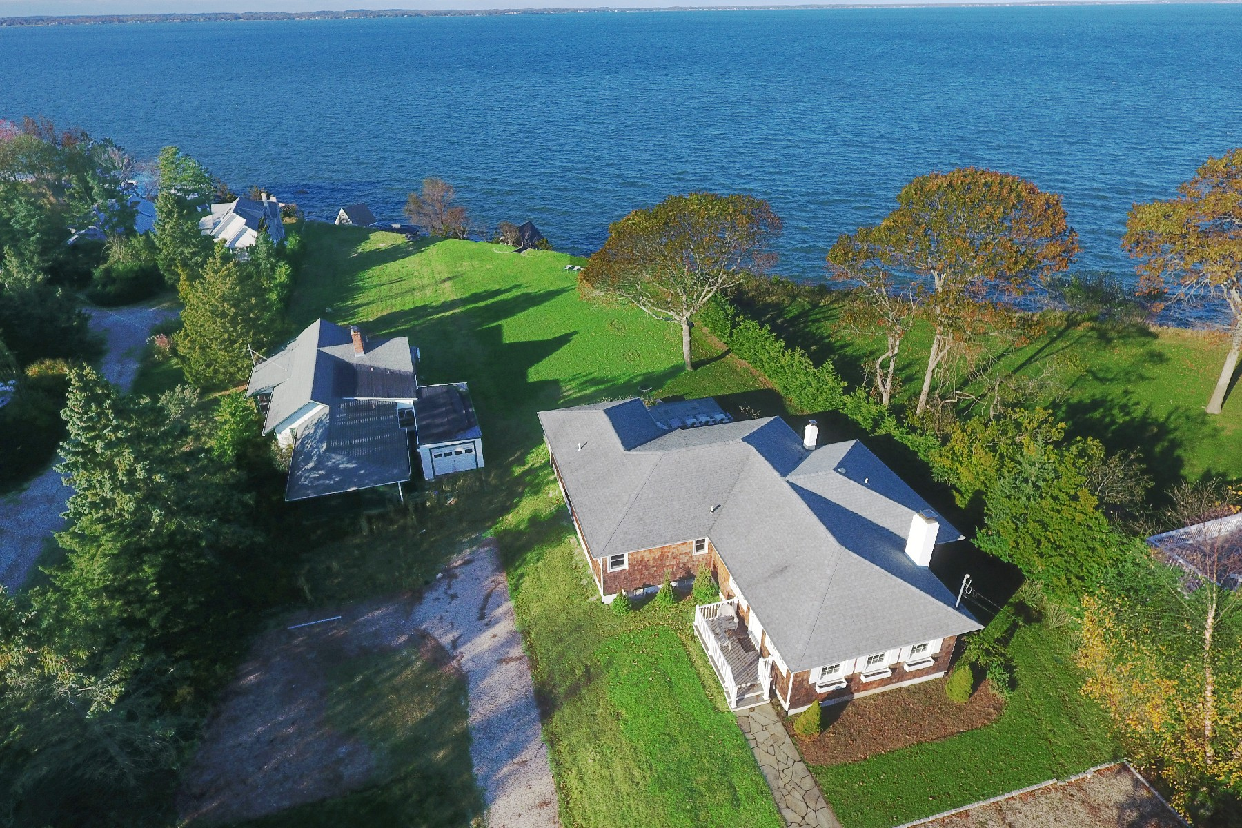 Single Family Homes pour l Vente à Hampton Bays 98/102 Red Creek Rd, Hampton Bays, New York 11946 États-Unis