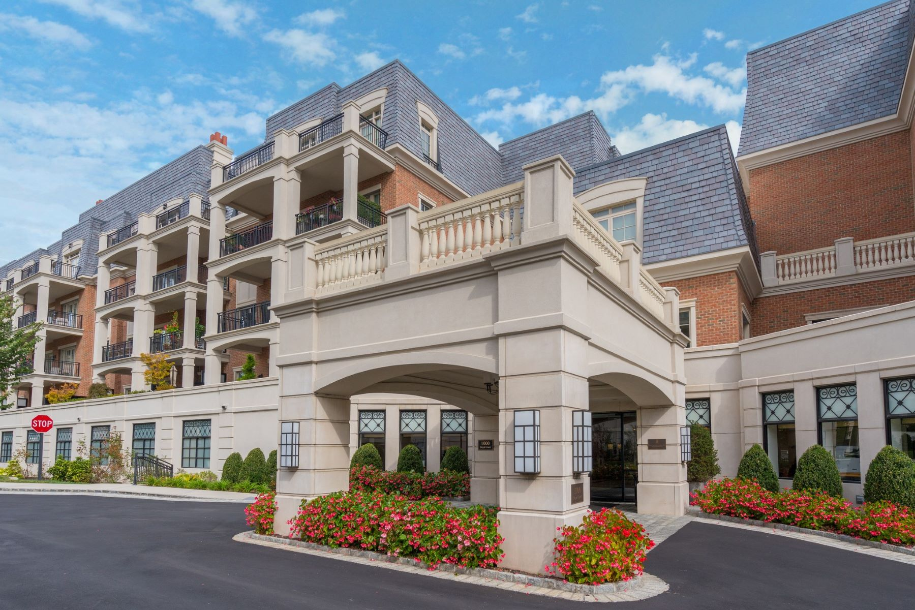 Condominiums for Sale at North Hills 1000 Royal Ct , 1107 North Hills, New York 11030 United States