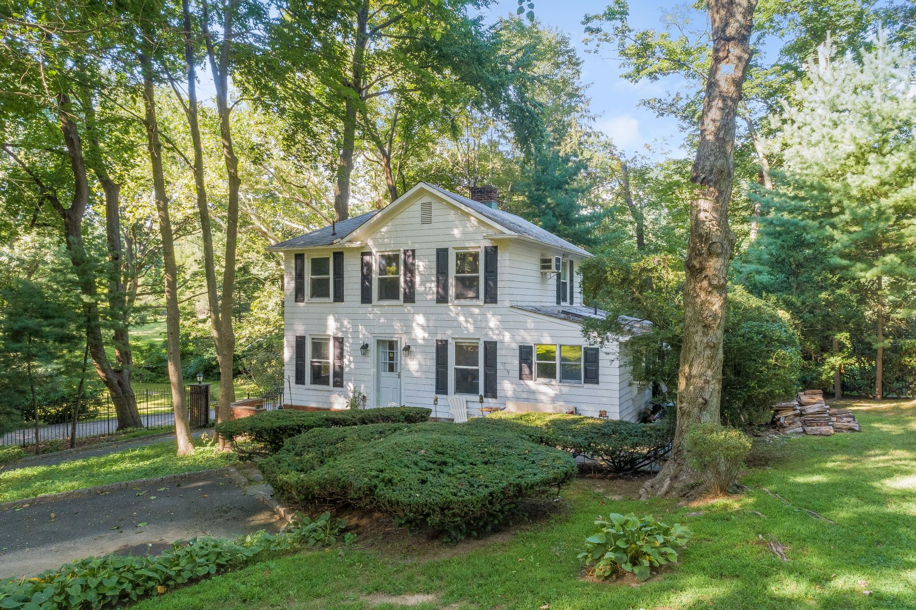 Single Family Homes för Försäljning vid Sands Point 18 Hicks Ln, Sands Point, New York 11050 Förenta staterna