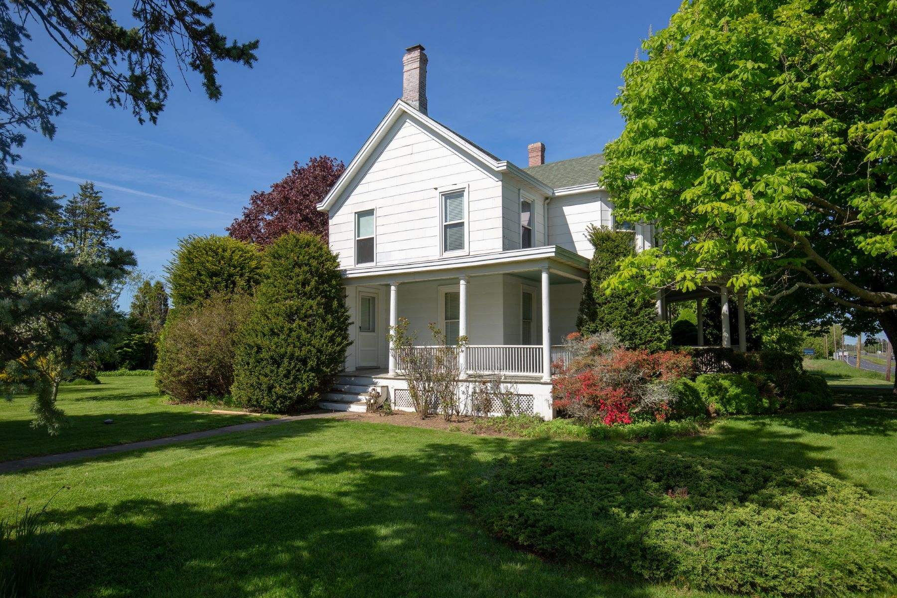 Single Family Homes for Sale at Cutchogue 26155 County Road 48 Cutchogue, New York 11935 United States