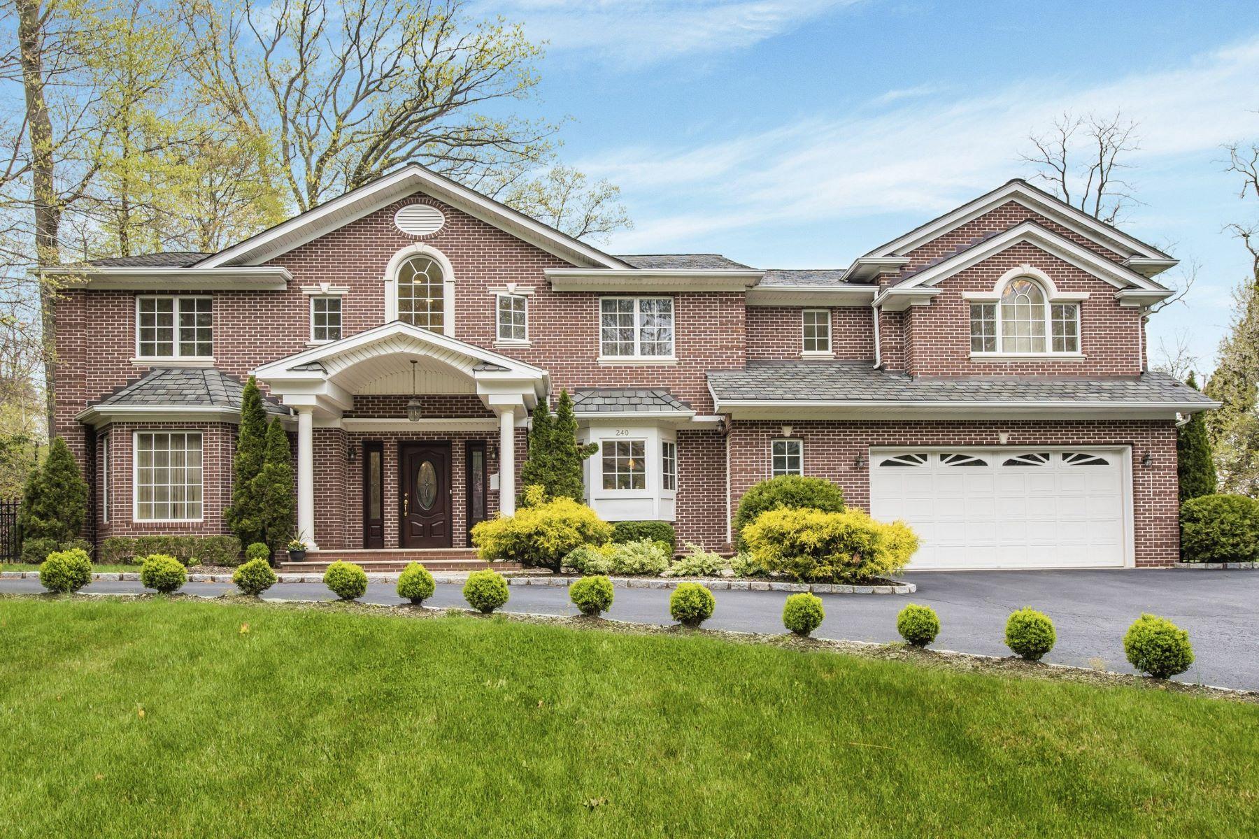 Single Family Homes for Sale at Roslyn 240 Chestnut Dr Roslyn, New York 11576 United States