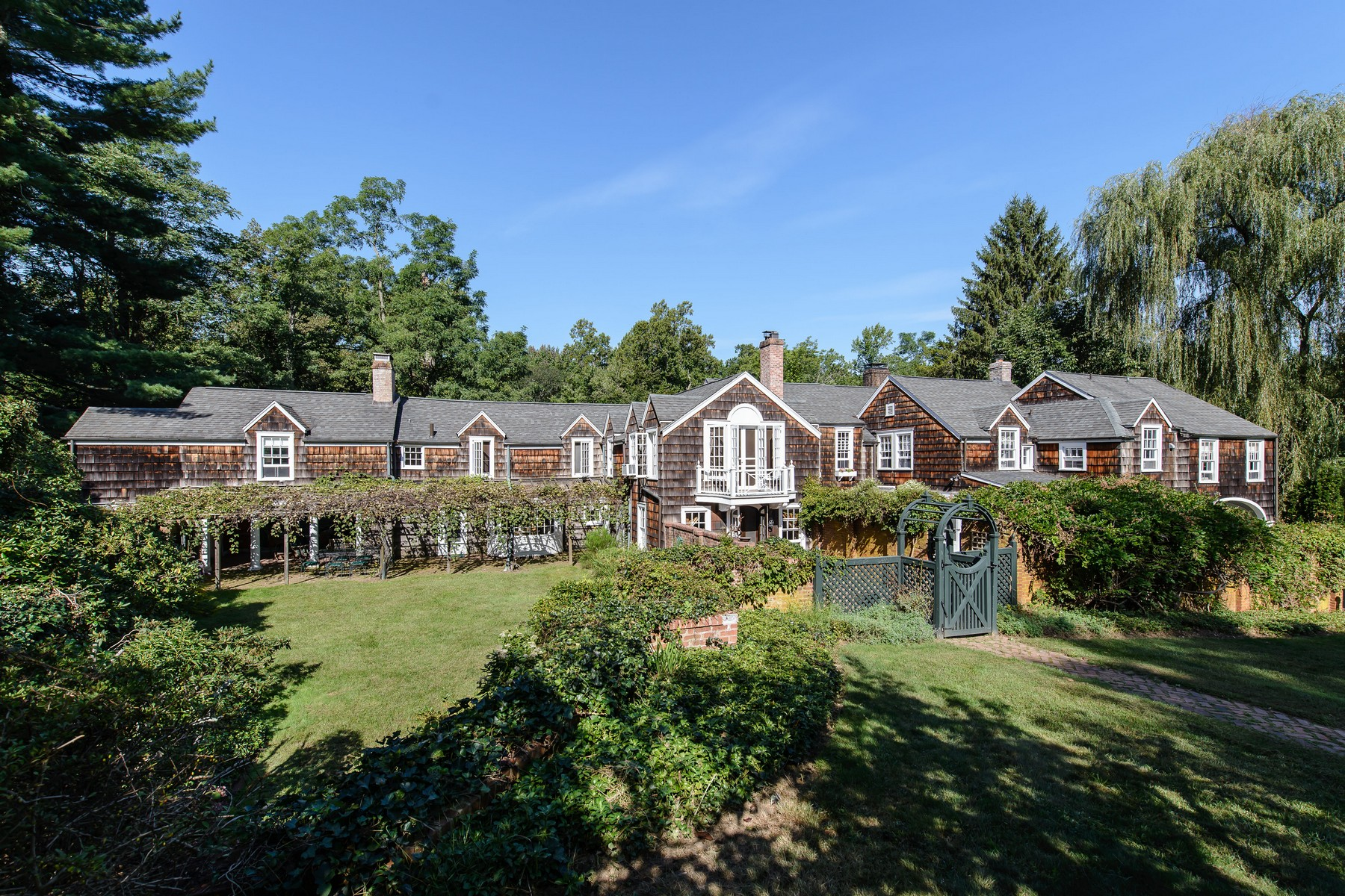 Single Family Homes for Active at Mill Neck 16 Frost Mill Rd Mill Neck, New York 11765 United States
