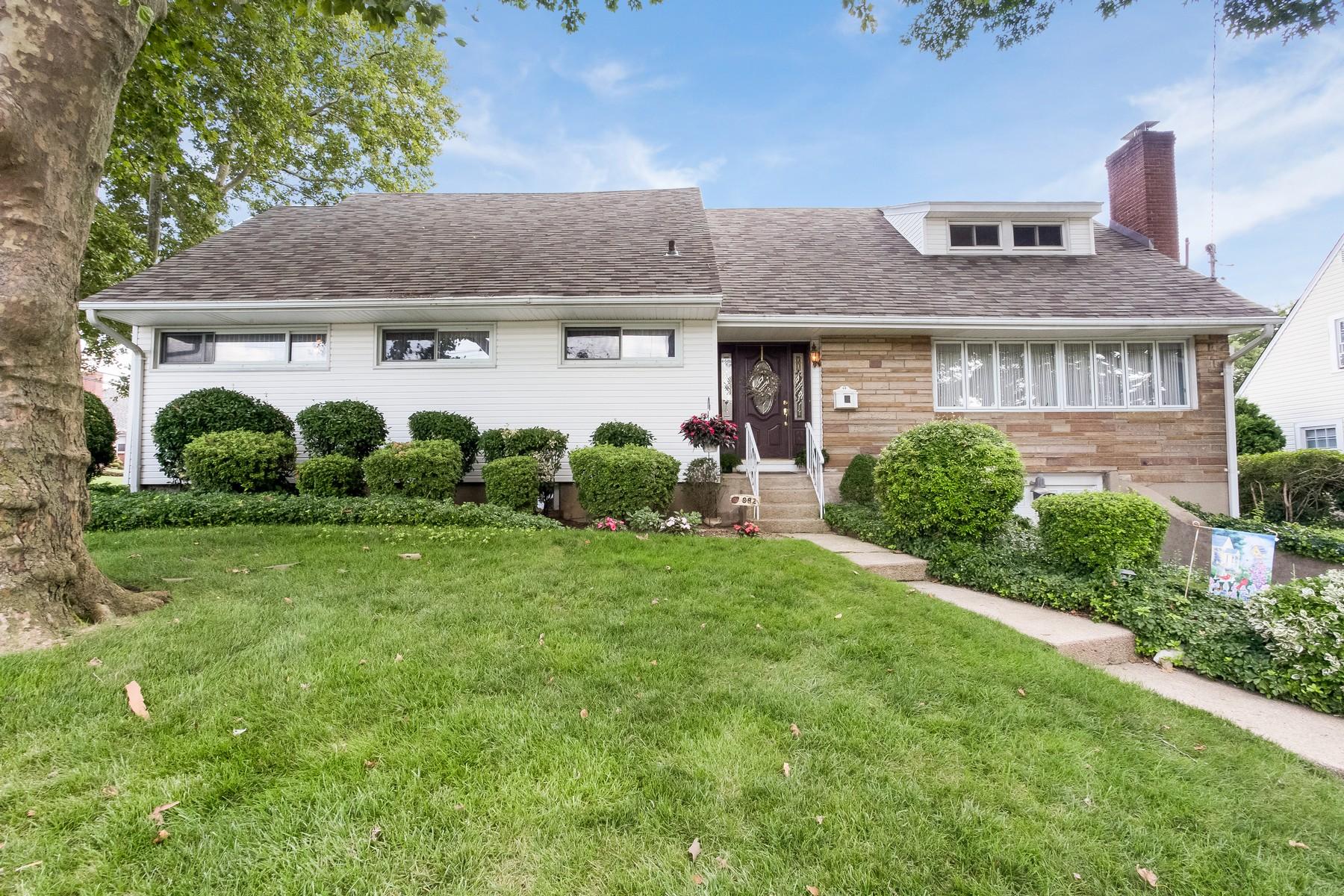 Single Family Homes för Försäljning vid Franklin Square 882 Benris Ave, Franklin Square, New York 11010 Förenta staterna