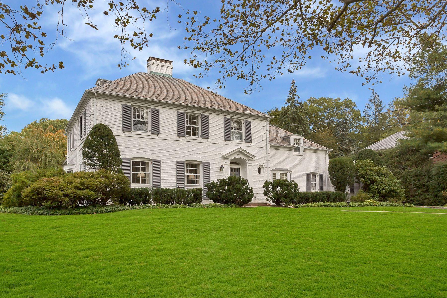 Single Family Homes for Sale at Manhasset 591 Park Ave Manhasset, New York 11030 United States
