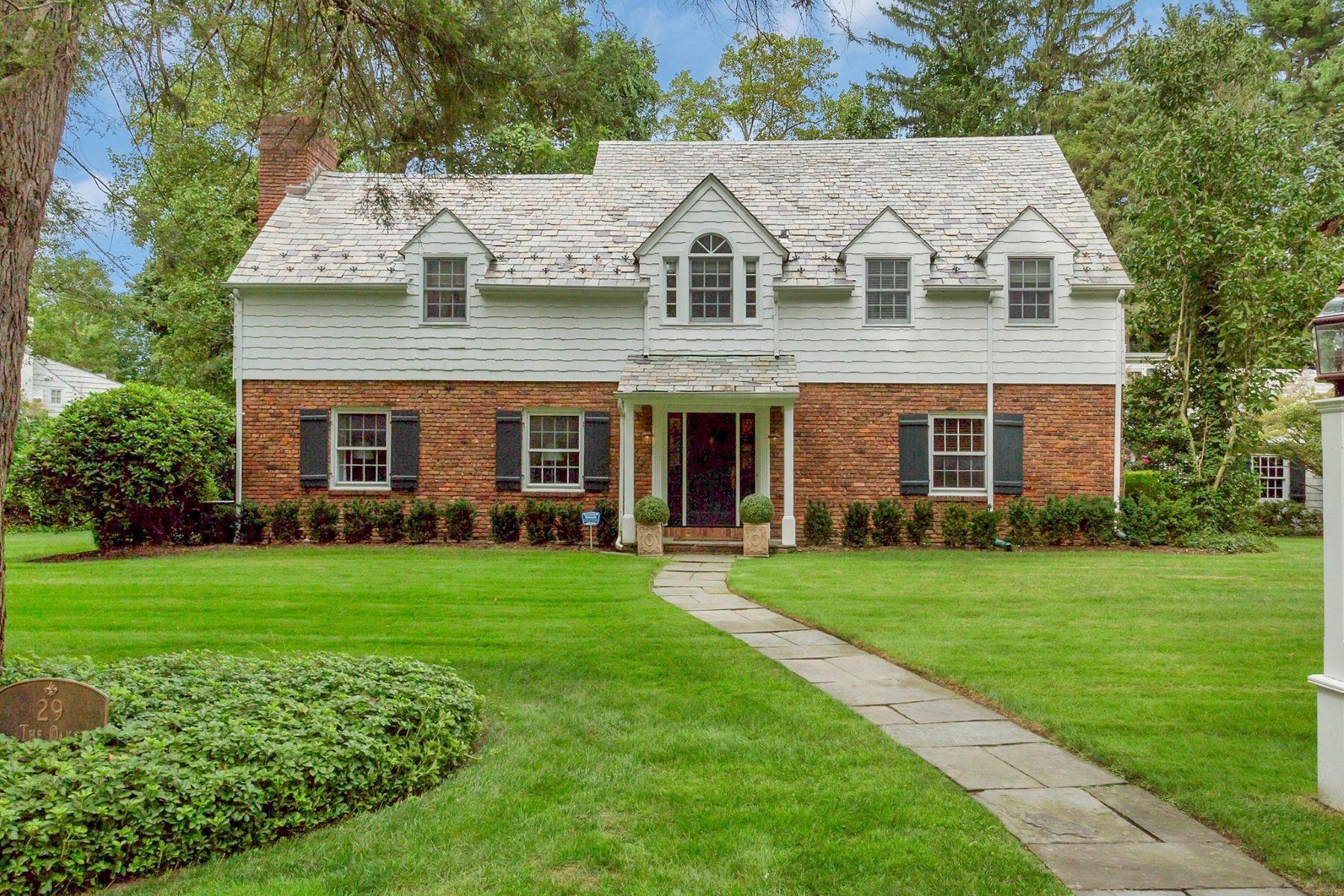 Single Family Homes för Försäljning vid Roslyn Estates 29 The Oaks, Roslyn Estates, New York 11576 Förenta staterna