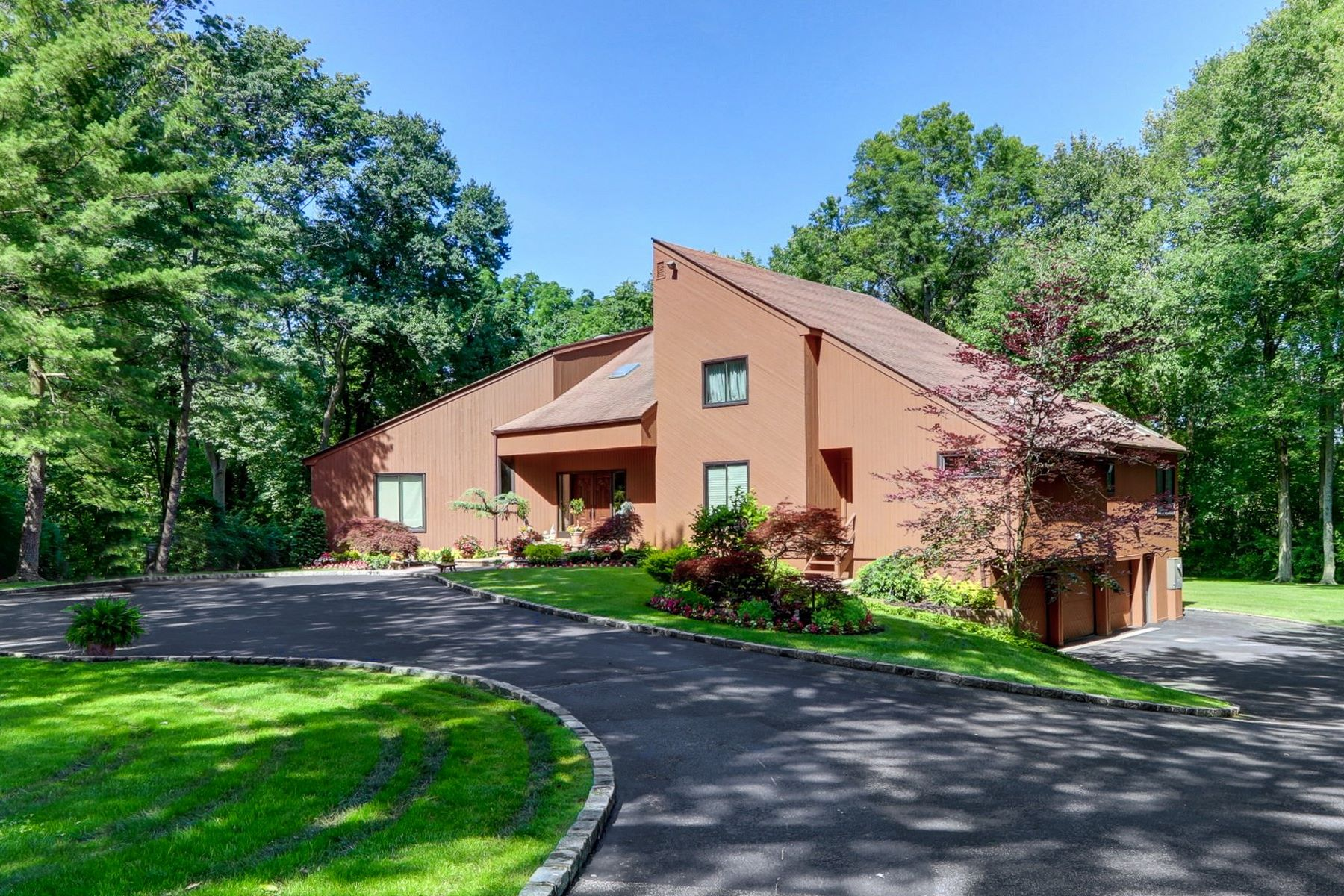 Single Family Homes for Sale at Old Brookville 14 Woodfield Ln Old Brookville, New York 11545 United States