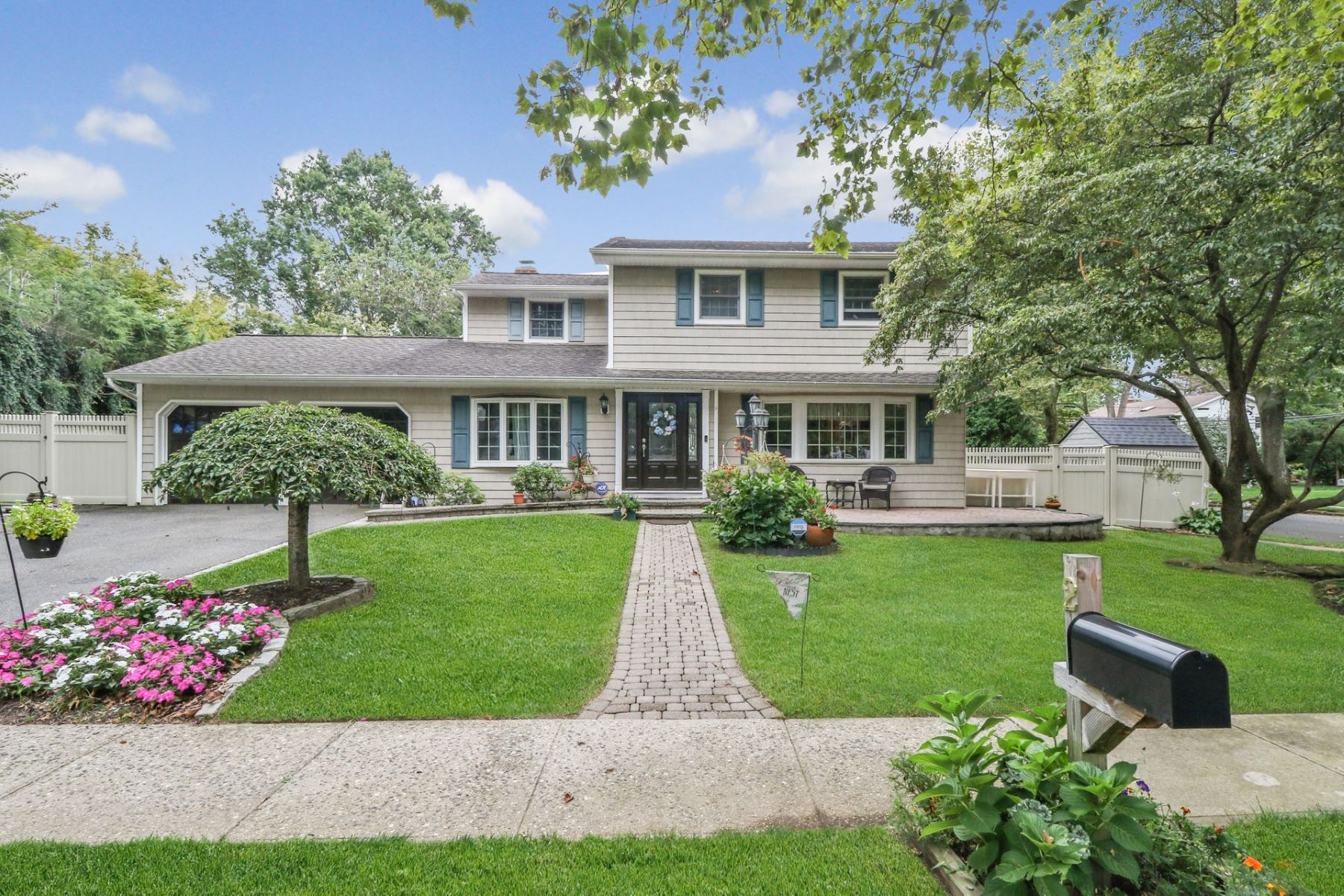 Single Family Homes for Sale at Greenlawn 2 Frost Pond Rd Greenlawn, New York 11740 United States