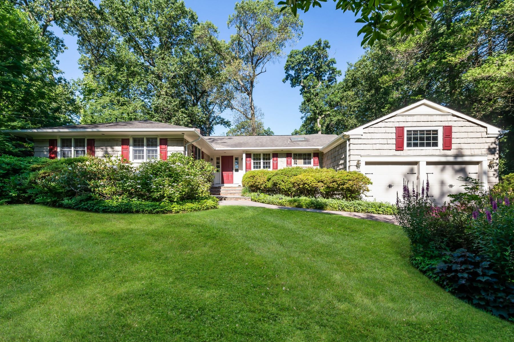 Single Family Homes for Active at Roslyn Estates 62 The Oaks Roslyn Estates, New York 11576 United States