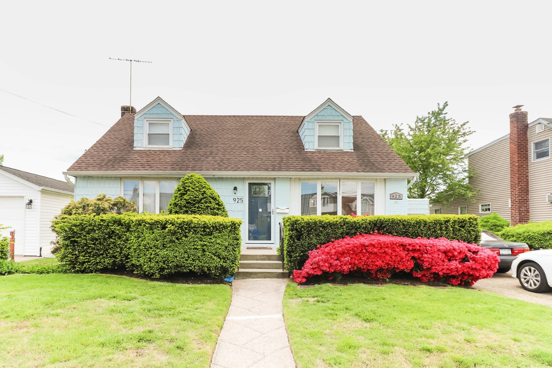 Single Family Homes for Sale at Franklin Square 925 Cherry Ln Franklin Square, New York 11010 United States