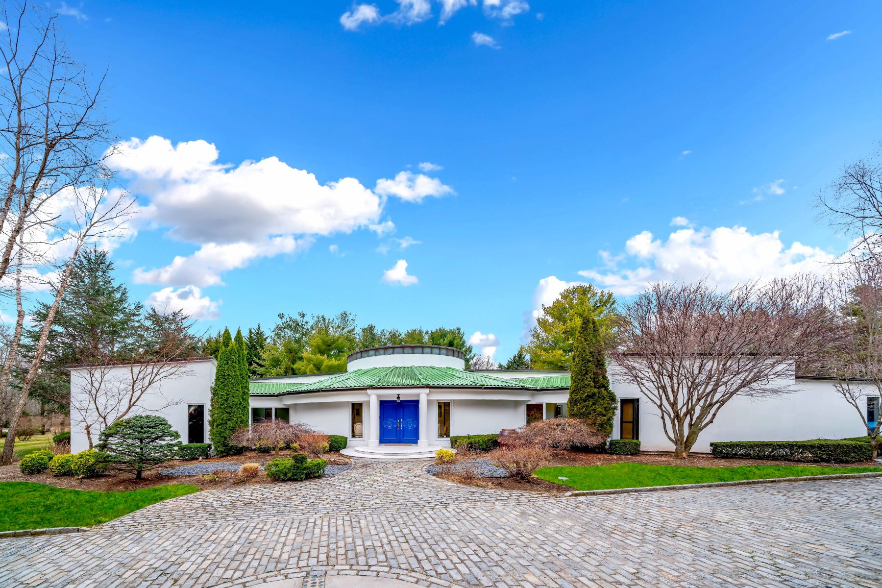 Single Family Homes for Active at Old Westbury 9 Trusdale Drive Old Westbury, New York 11568 United States
