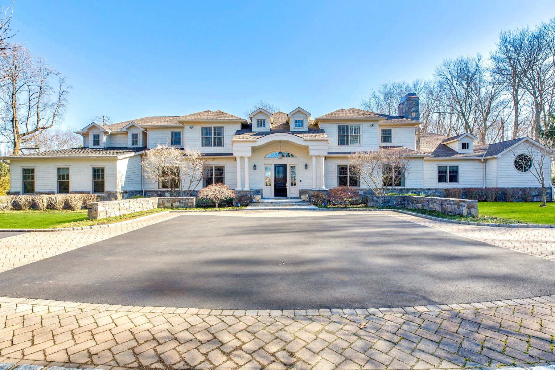 Single Family Homes for Sale at Sands Point 6 Harriman Dr Sands Point, New York 11050 United States