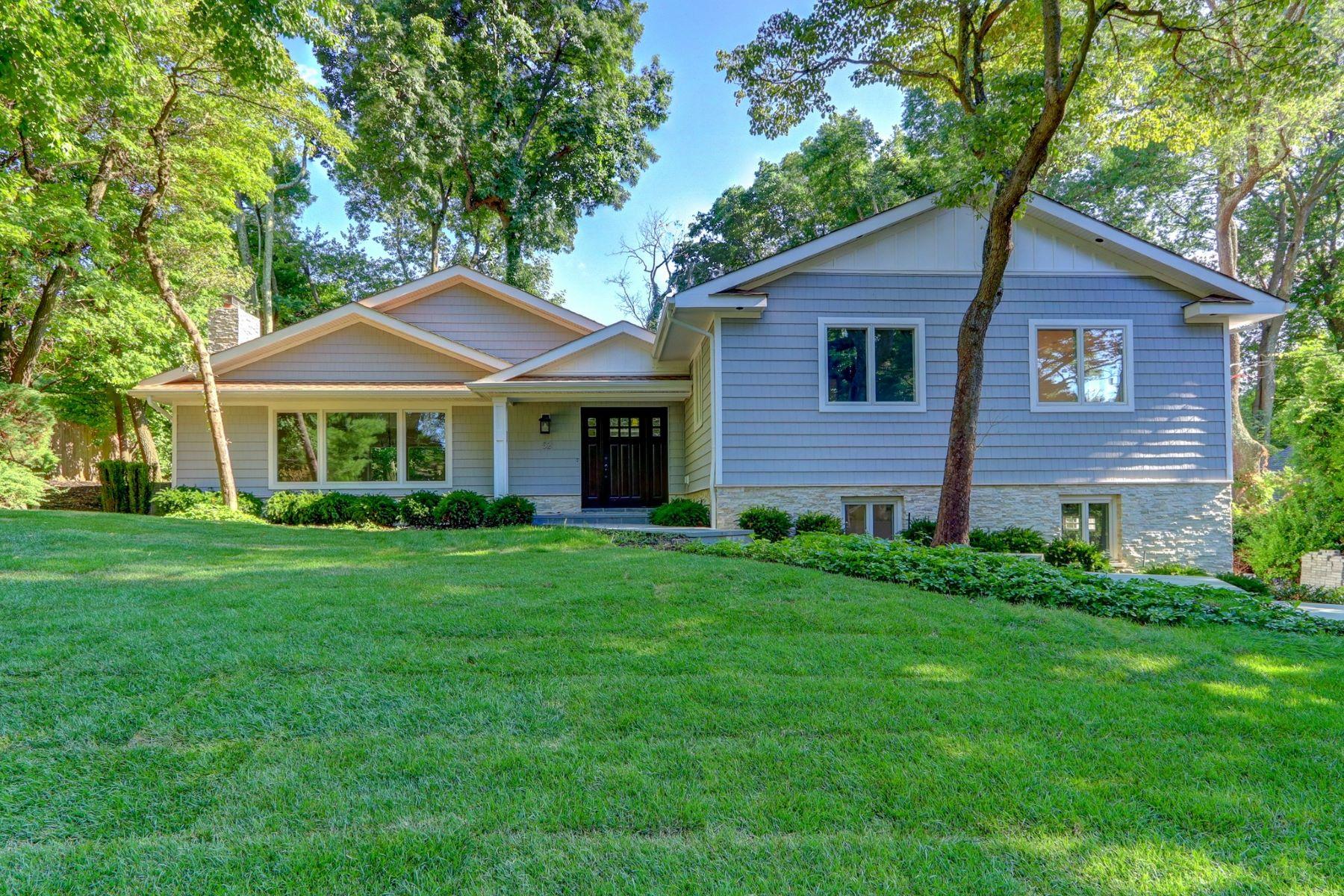 Single Family Homes för Försäljning vid Roslyn Estates 52 The Hemlocks, Roslyn Estates, New York 11576 Förenta staterna