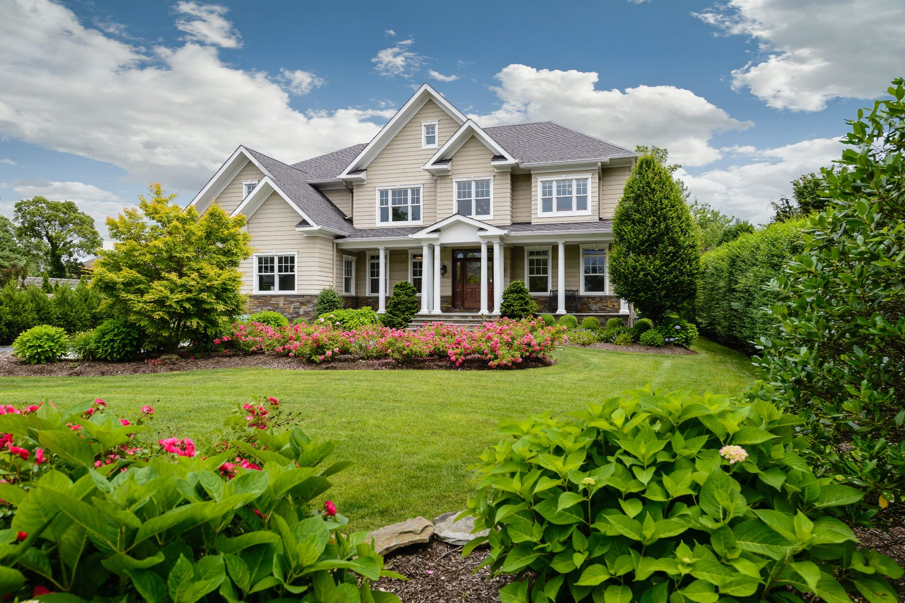 Single Family Homes for Sale at West Islip 147 Eaton Ln West Islip, New York 11795 United States