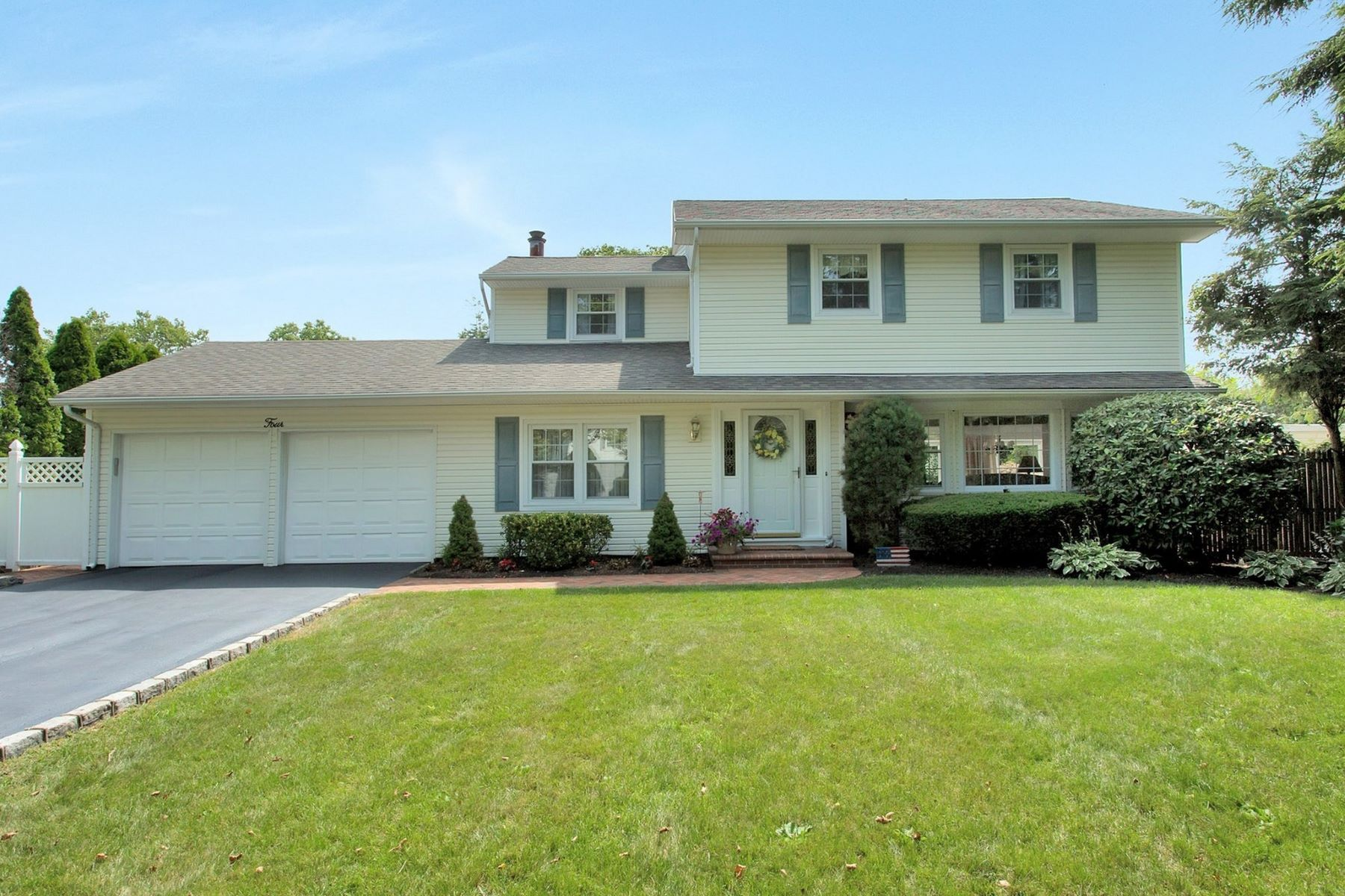 Single Family Homes for Active at Greenlawn 4 Stone Ct Greenlawn, New York 11740 United States