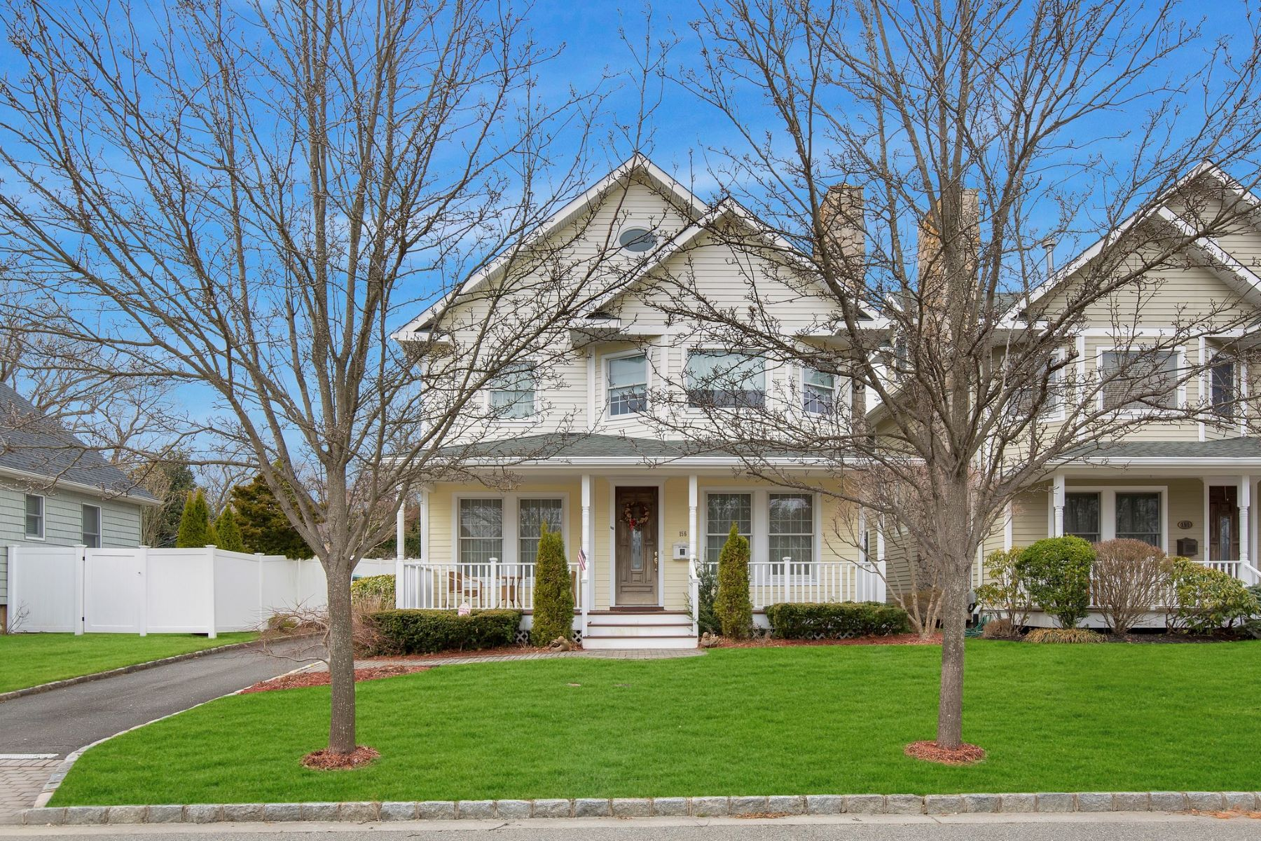 Single Family Homes for Active at Oyster Bay 156 Summers St Oyster Bay, New York 11771 United States