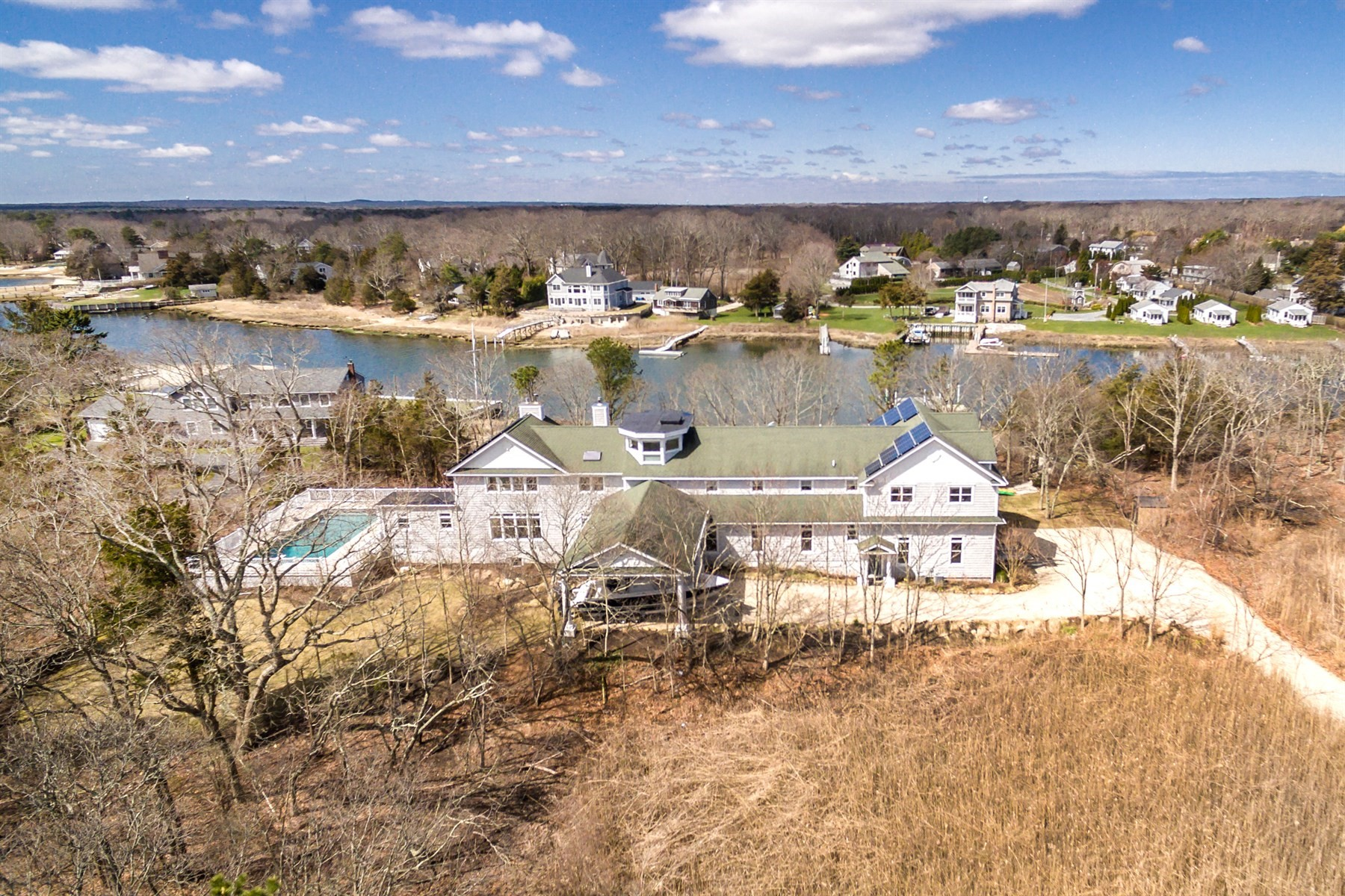 Single Family Homes for Sale at Aquebogue 267 Peconic Bay Boulevard Aquebogue, New York 11931 United States