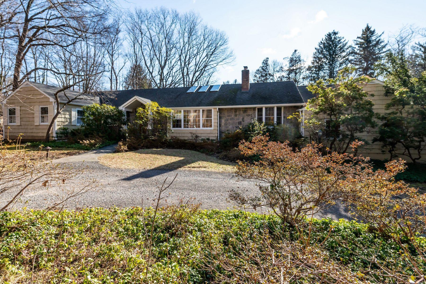 Single Family Homes for Active at Lattingtown 16 Meudon Lattingtown, New York 11560 United States