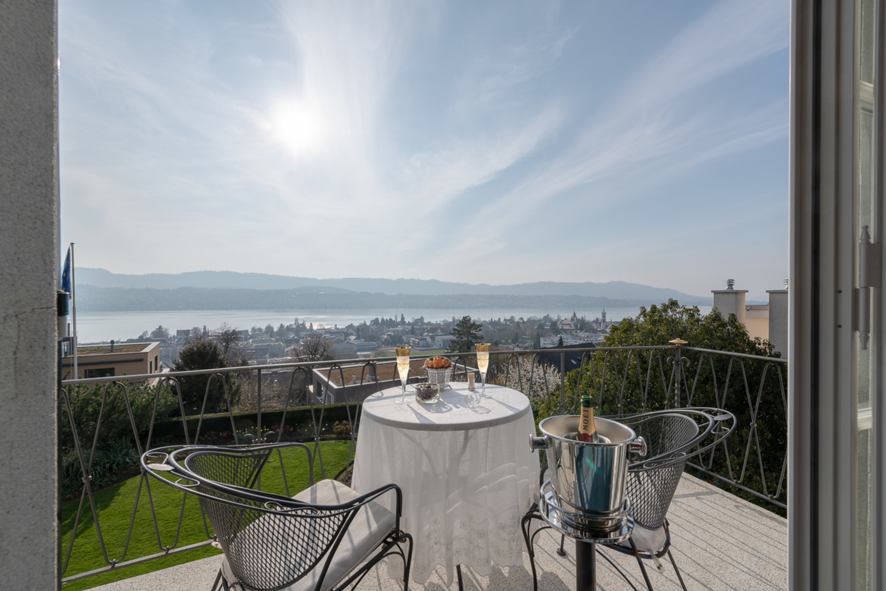 Single Family Homes for Active at Country house villa with lake view an erhöhter Lage Other Zurich, Zurich 8700 Switzerland
