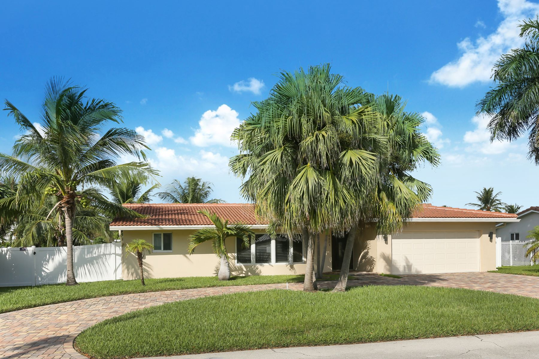 Single Family Homes for Sale at 4421 Ne 26th Ave Lighthouse Point, Florida 33064 United States