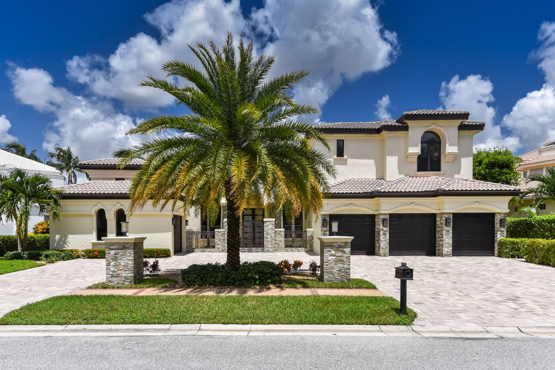 Single Family Homes para Venda às 7121 Lions Head Lane Boca Raton, Florida 33496 Estados Unidos