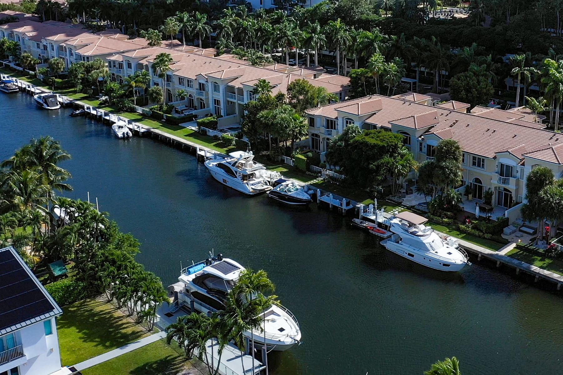 townhouses for Active at 3709 Ne 214th St Aventura, Florida 33180 United States