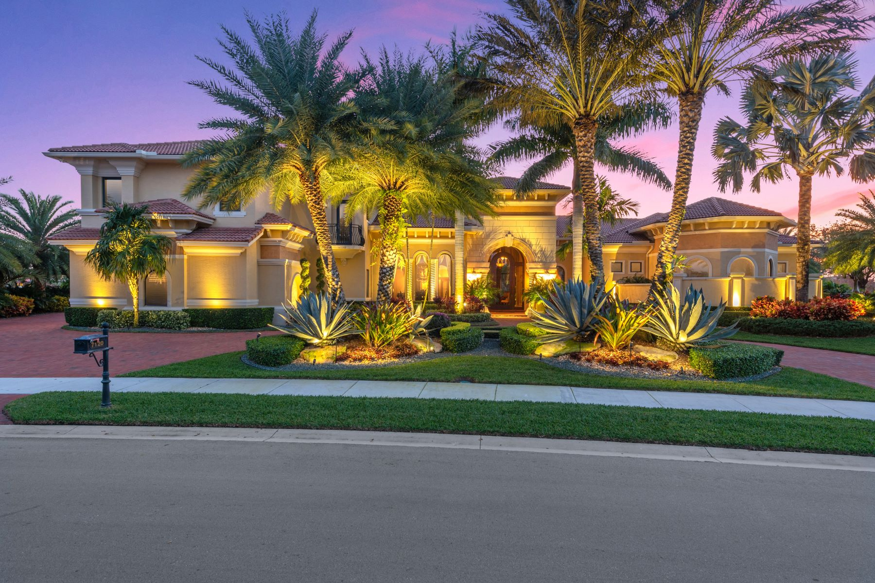 Single Family Homes for Active at 7120 Lemon Grass Drive Parkland, Florida 33076 United States