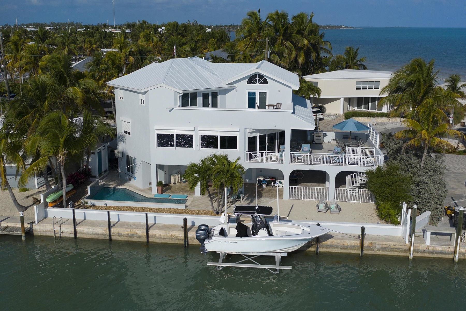 Single Family Homes for Active at 262 Sunset Drive, Islamorada, FL 262 Sunset Drive Islamorada, Florida 33036 United States