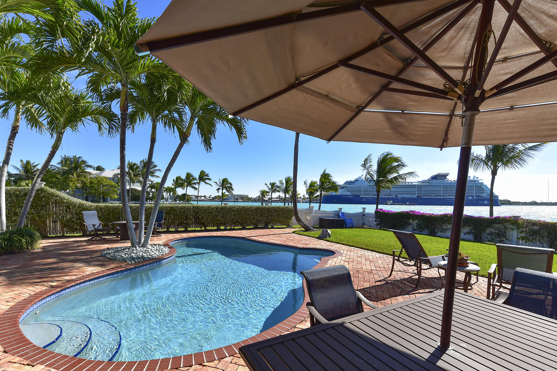 Single Family Homes pour l Vente à 26 Sunset Key Drive, Key West, FL Key West, Floride 33040 États-Unis