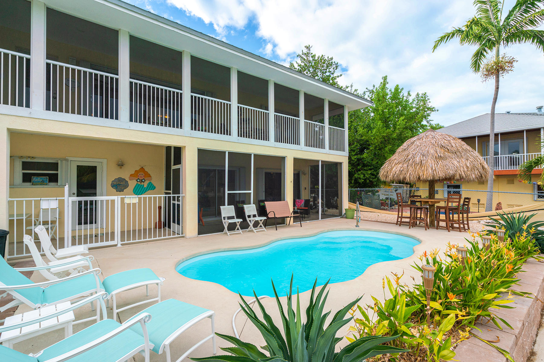 Single Family Homes for Sale at 928 W 75th St Ocean, Marathon, FL 928 W 75th St Ocean Marathon, Florida 33050 United States