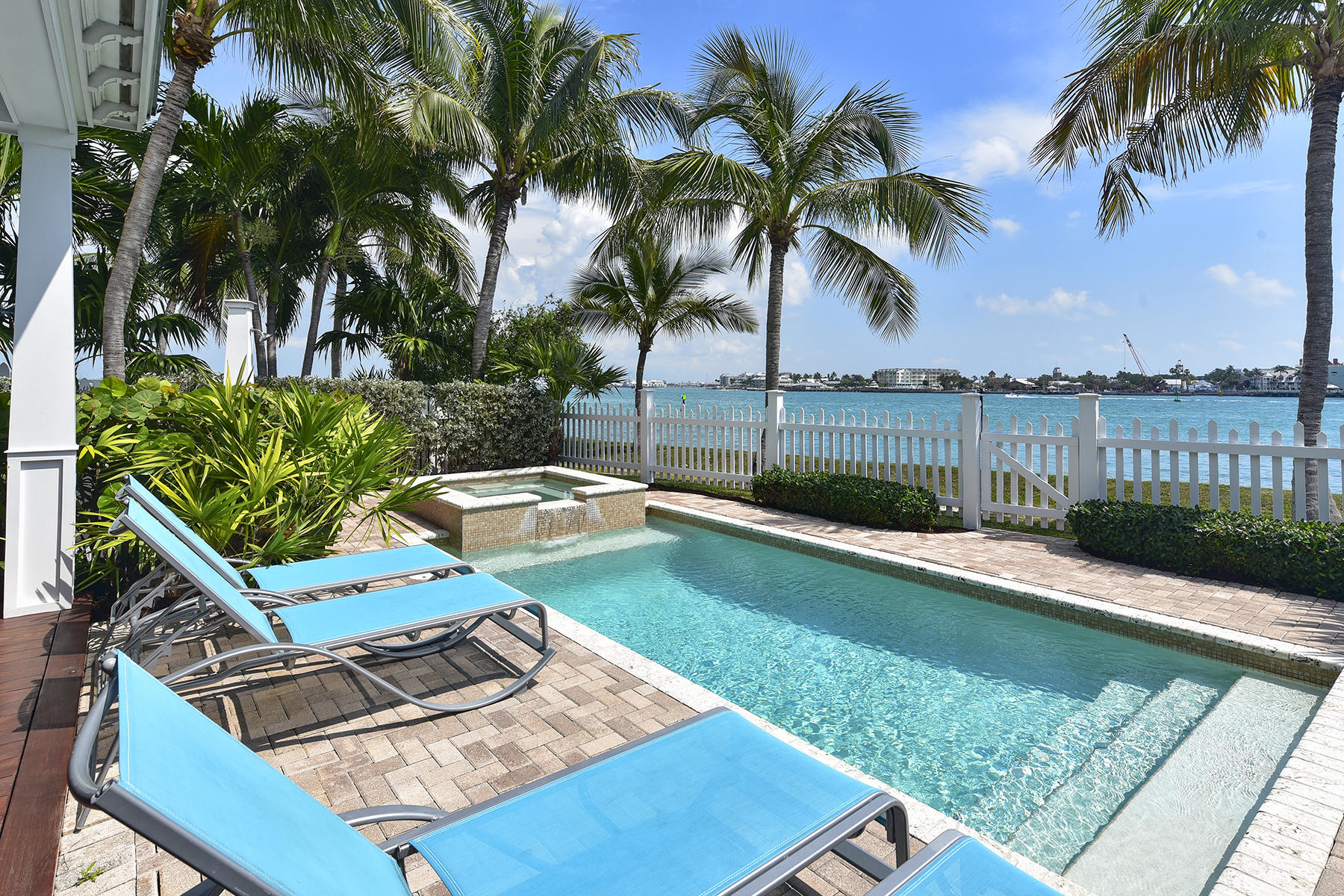 Single Family Homes pour l Vente à 292 Sunset Key Drive, Key West, FL Key West, Floride 33040 États-Unis
