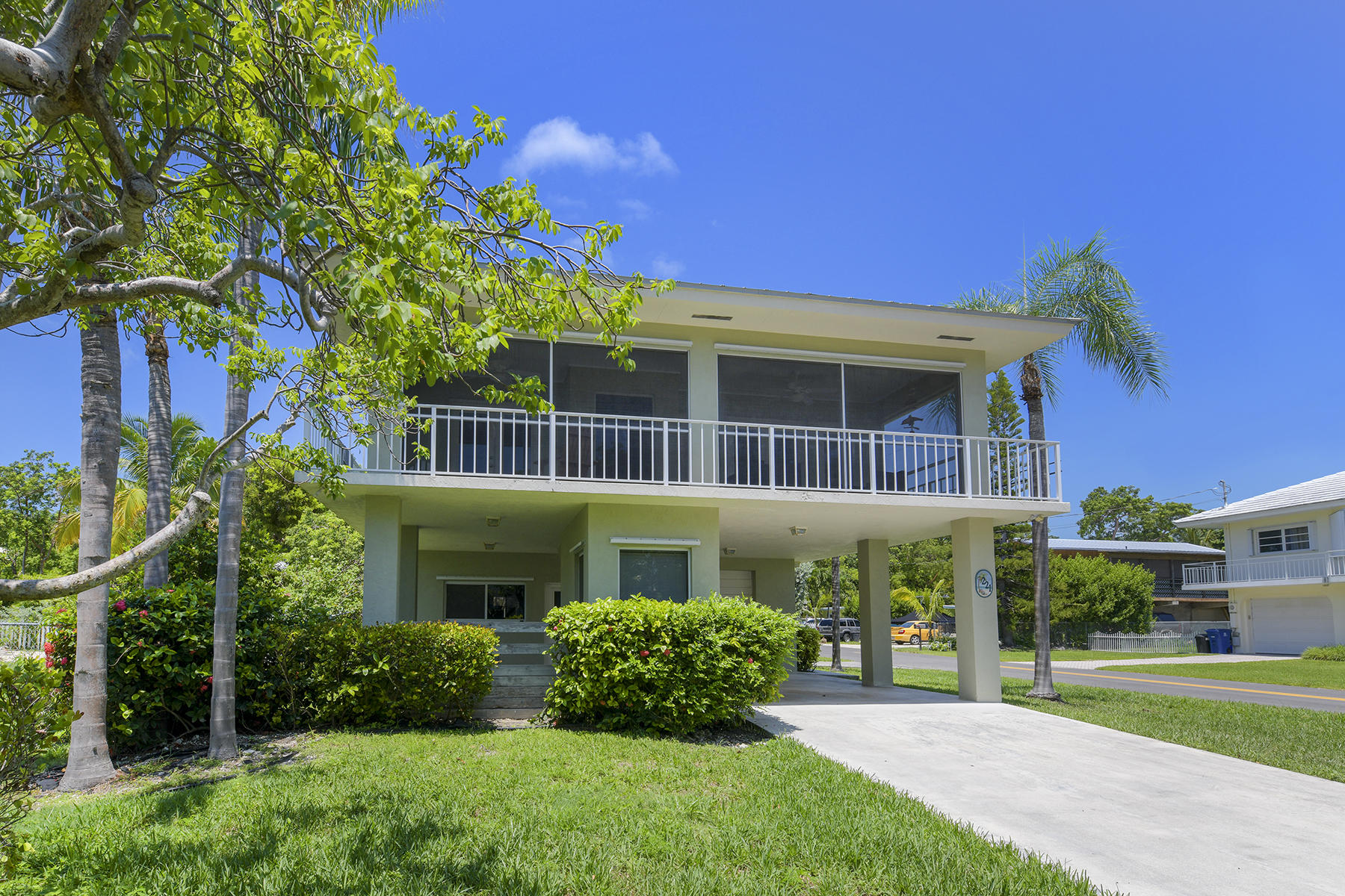 Single Family Homes for Active at 221 Tarpon Street, Tavernier, FL 221 Tarpon Street Tavernier, Florida 33070 United States