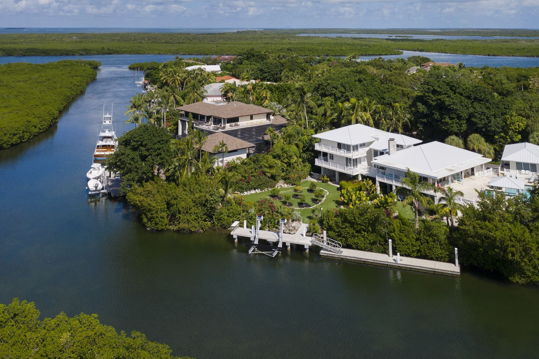 Single Family Homes for Sale at 28 Cardinal Lane, Key Largo, FL 28 Cardinal Lane Key Largo, Florida 33037 United States