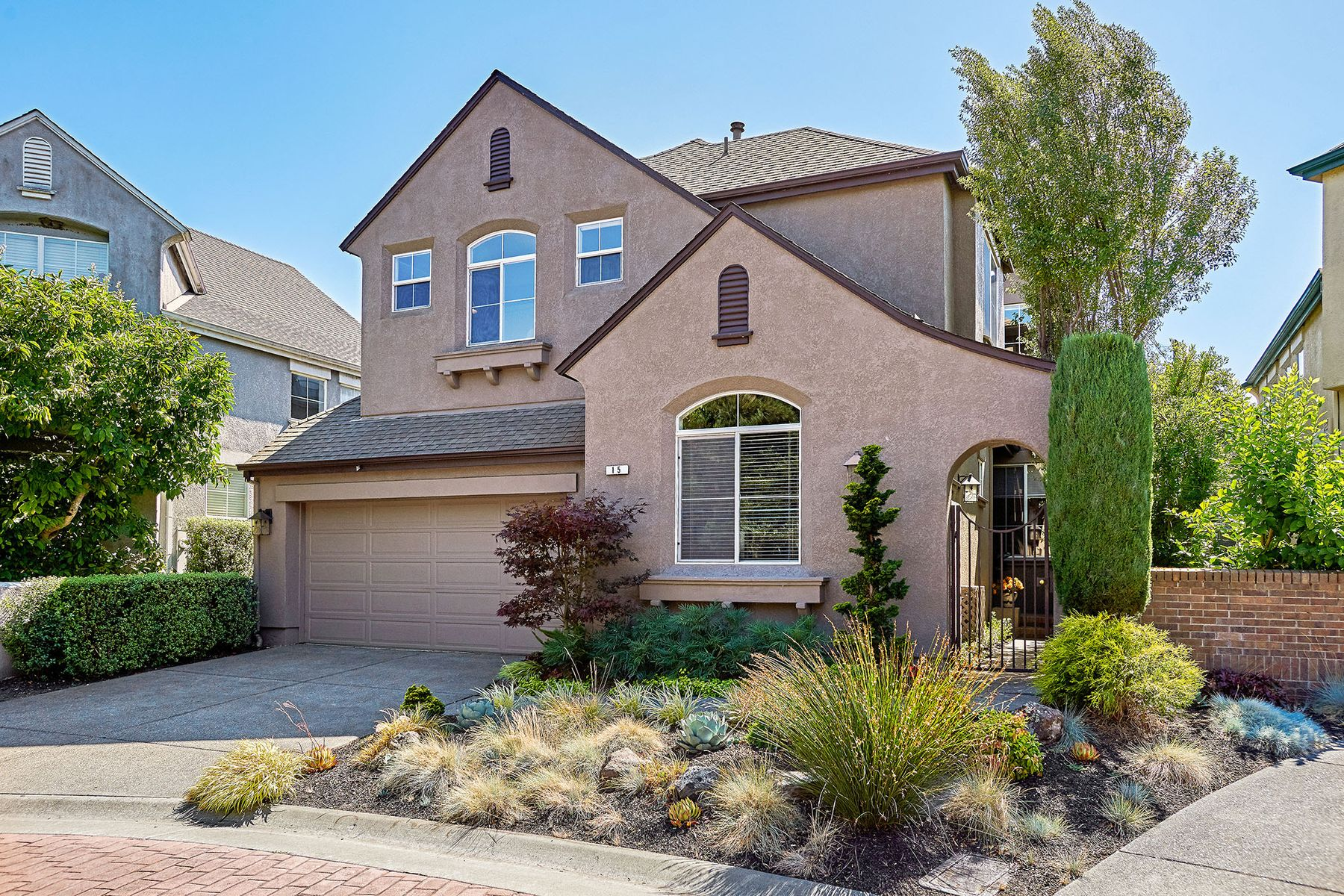 Single Family Homes for Sale at Desirable home in Adobe Creek 15 Sapporo Ct Petaluma, California 94954 United States