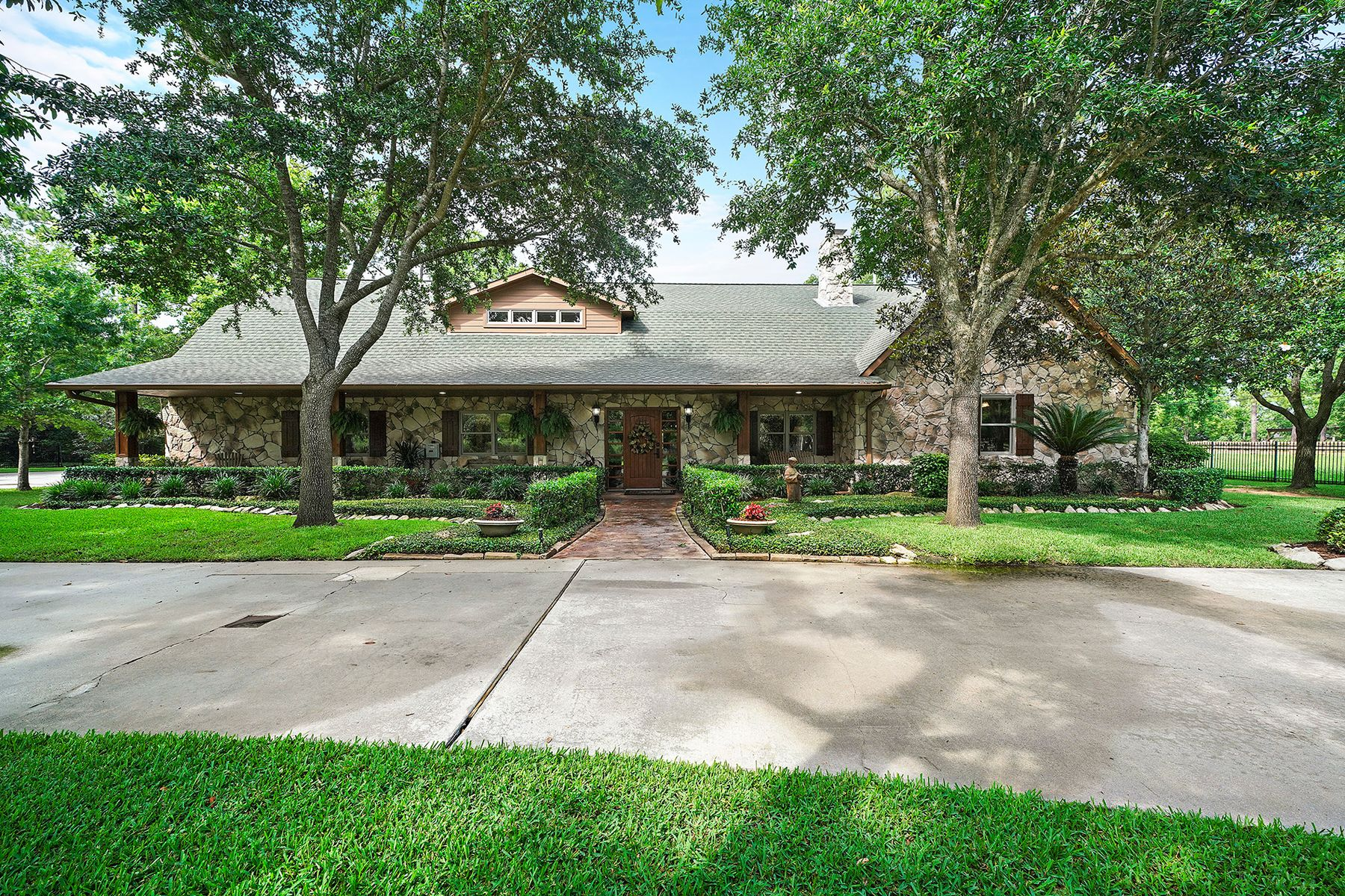 Farm / Ranch / Plantation for Sale at 915 Melody Lane Friendswood, Texas 77546 United States