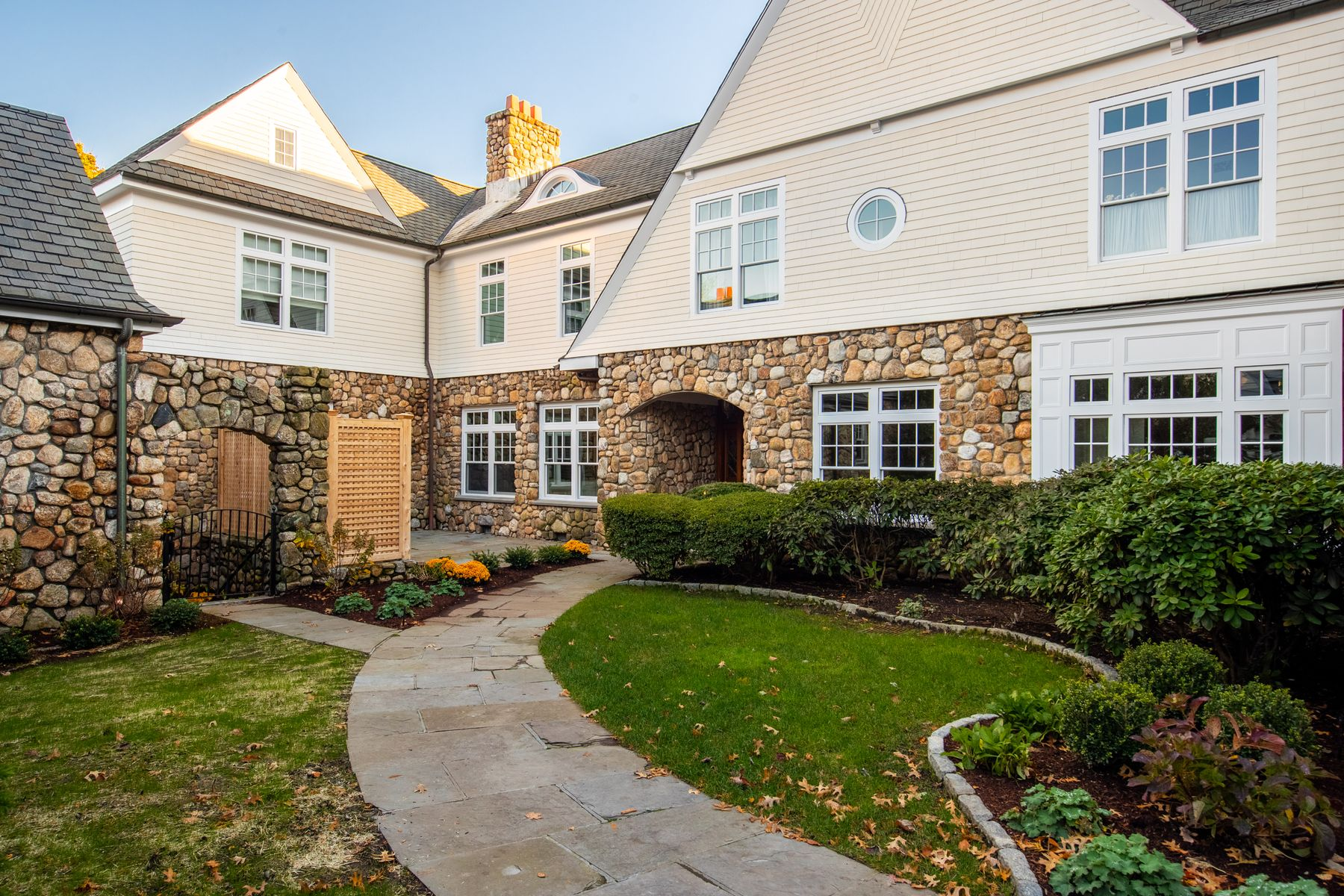 Condominiums for Sale at 10 Edgewood Drive Unit 3B Greenwich, Connecticut 06831 United States
