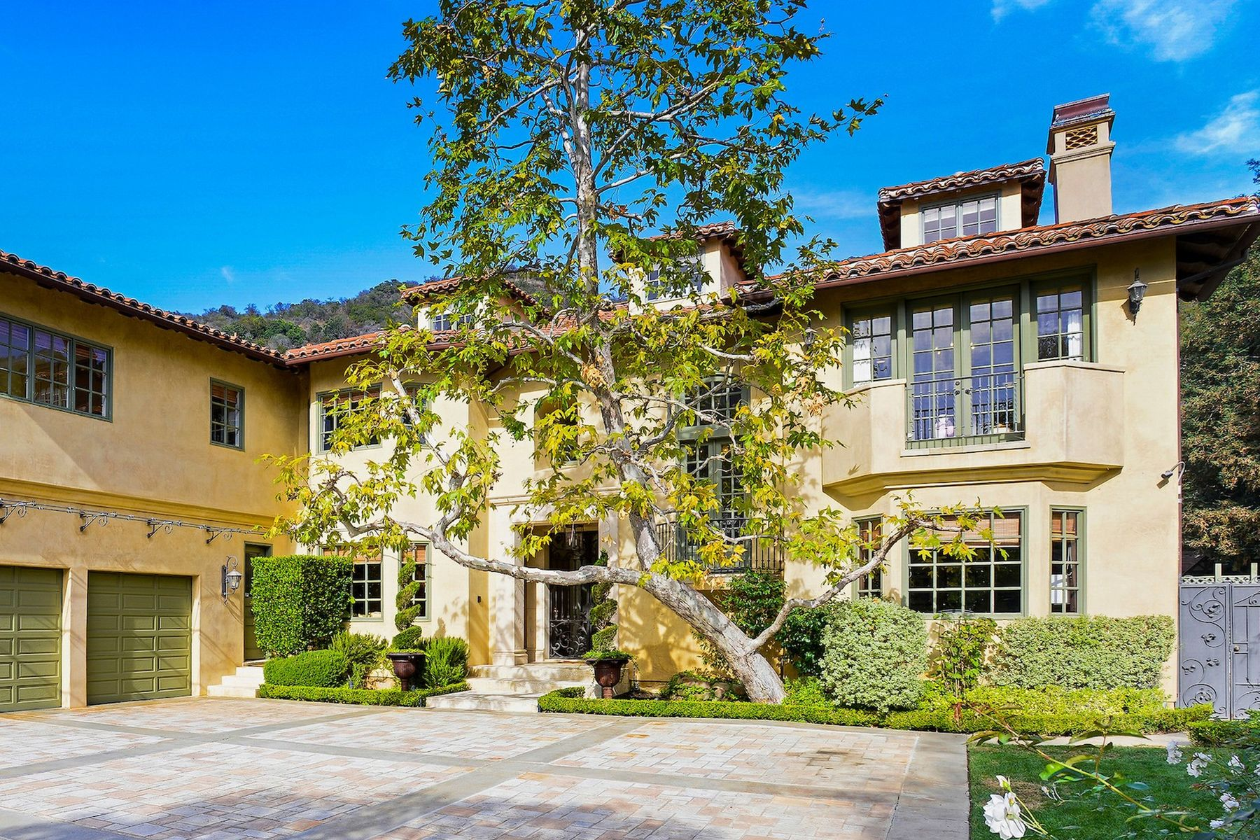 Single Family Homes for Sale at 1466 Bienveneda Avenue Pacific Palisades, California 90272 United States