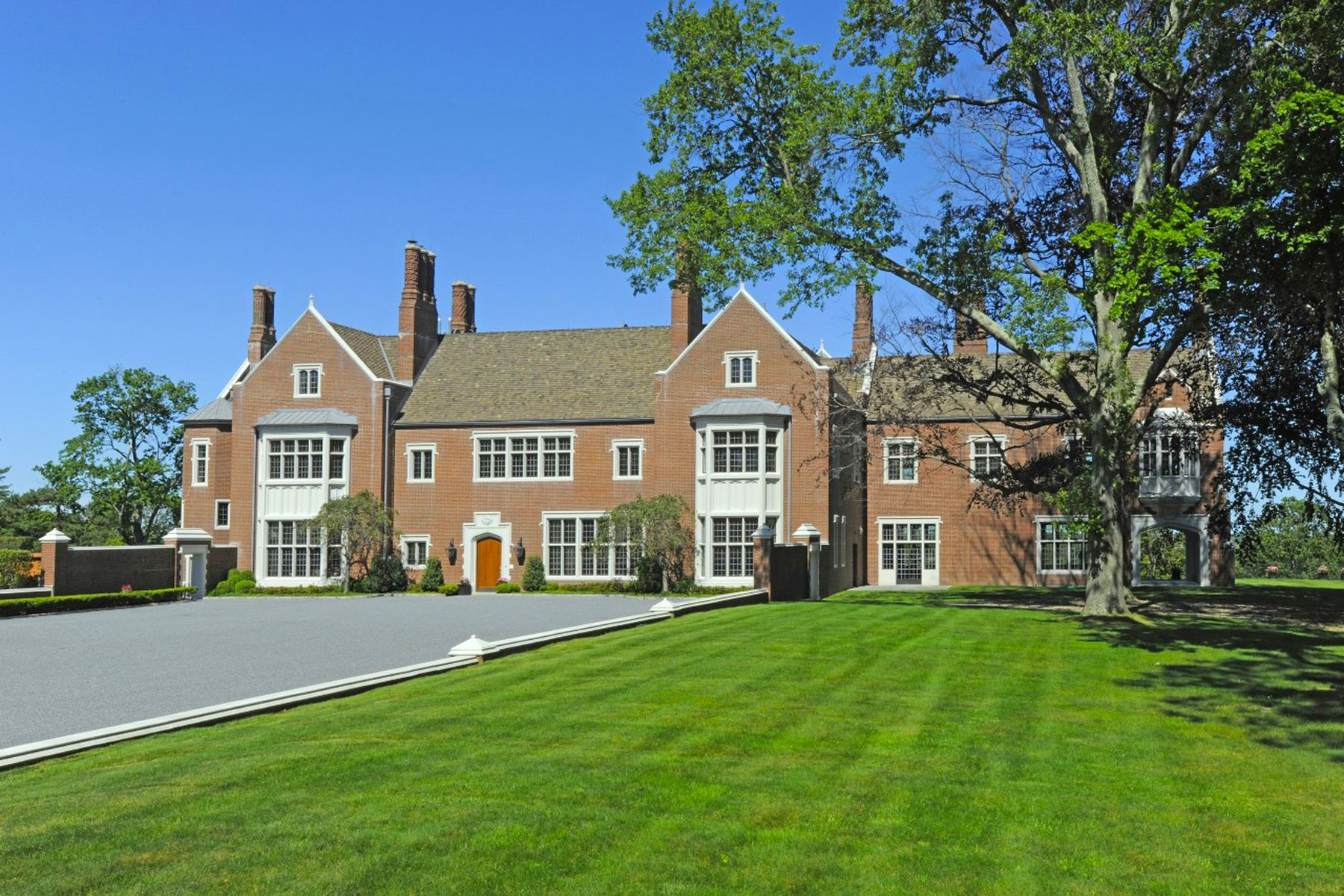 Single Family Homes for Sale at Round Hill Manor 521 Round Hill Road Greenwich, Connecticut 06831 United States