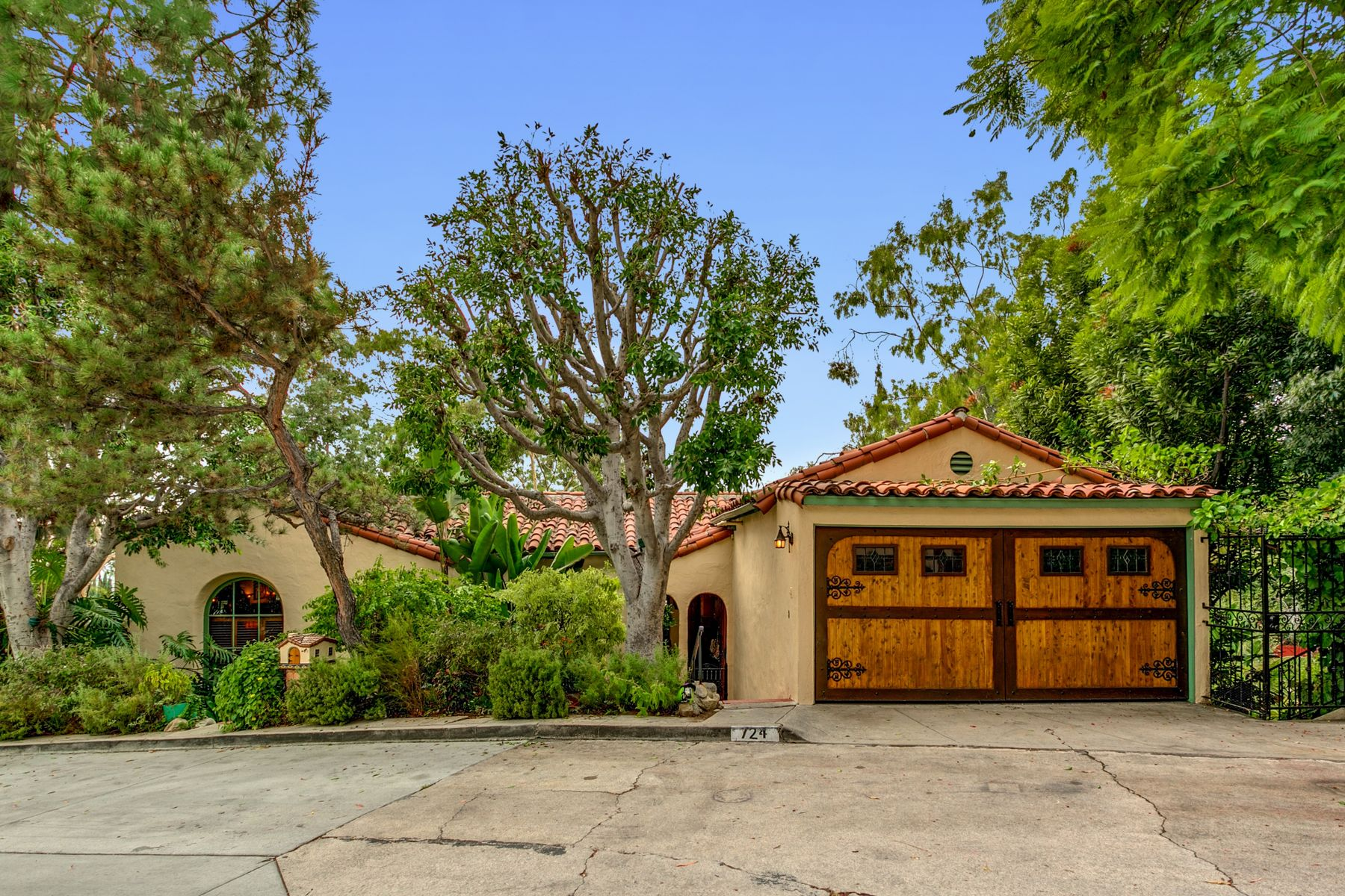 Single Family Homes for Sale at 724 Luton Drive Glendale, California 91206 United States