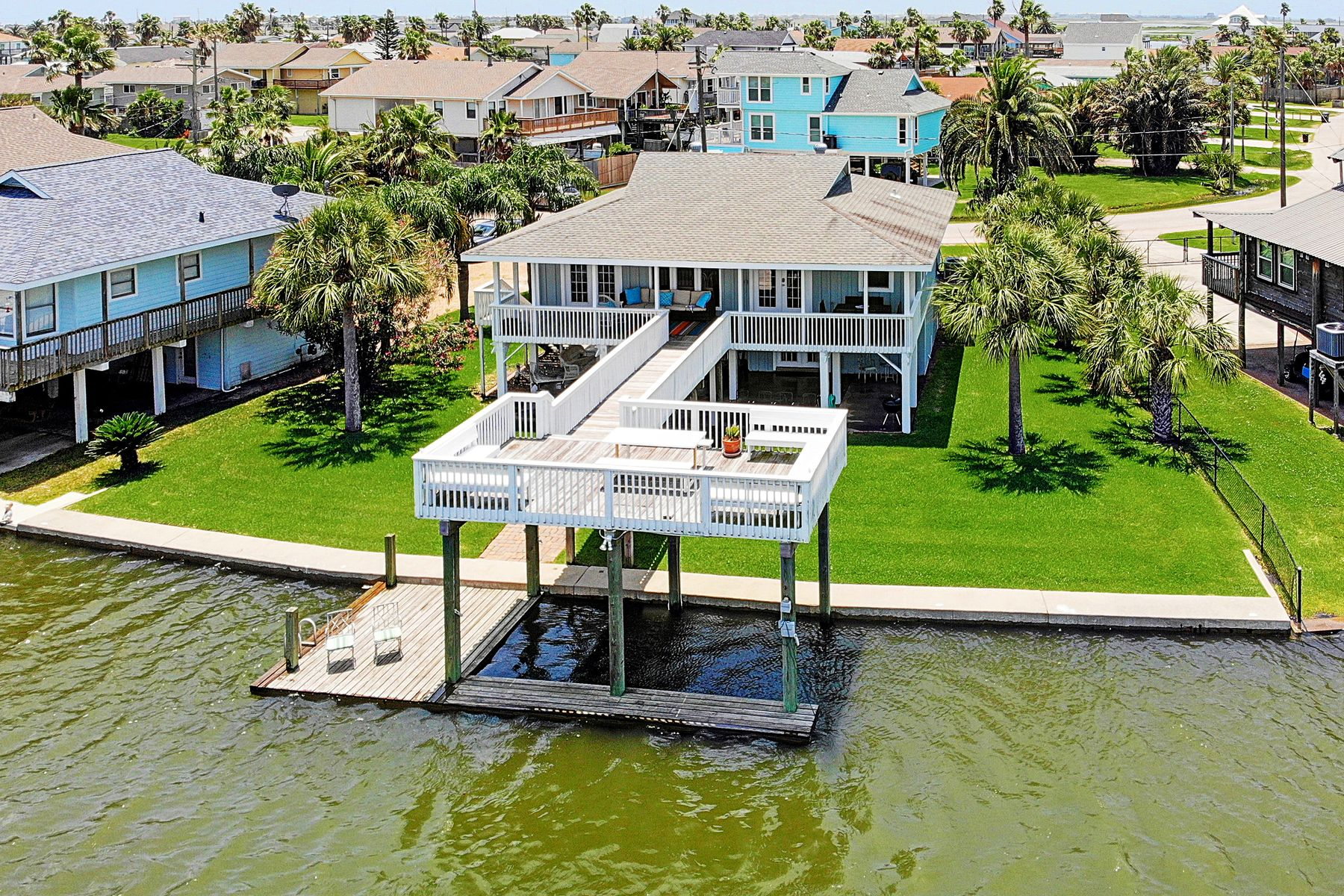 Single Family Homes for Active at 4530 Jamaica Cove Galveston, Texas 77554 United States