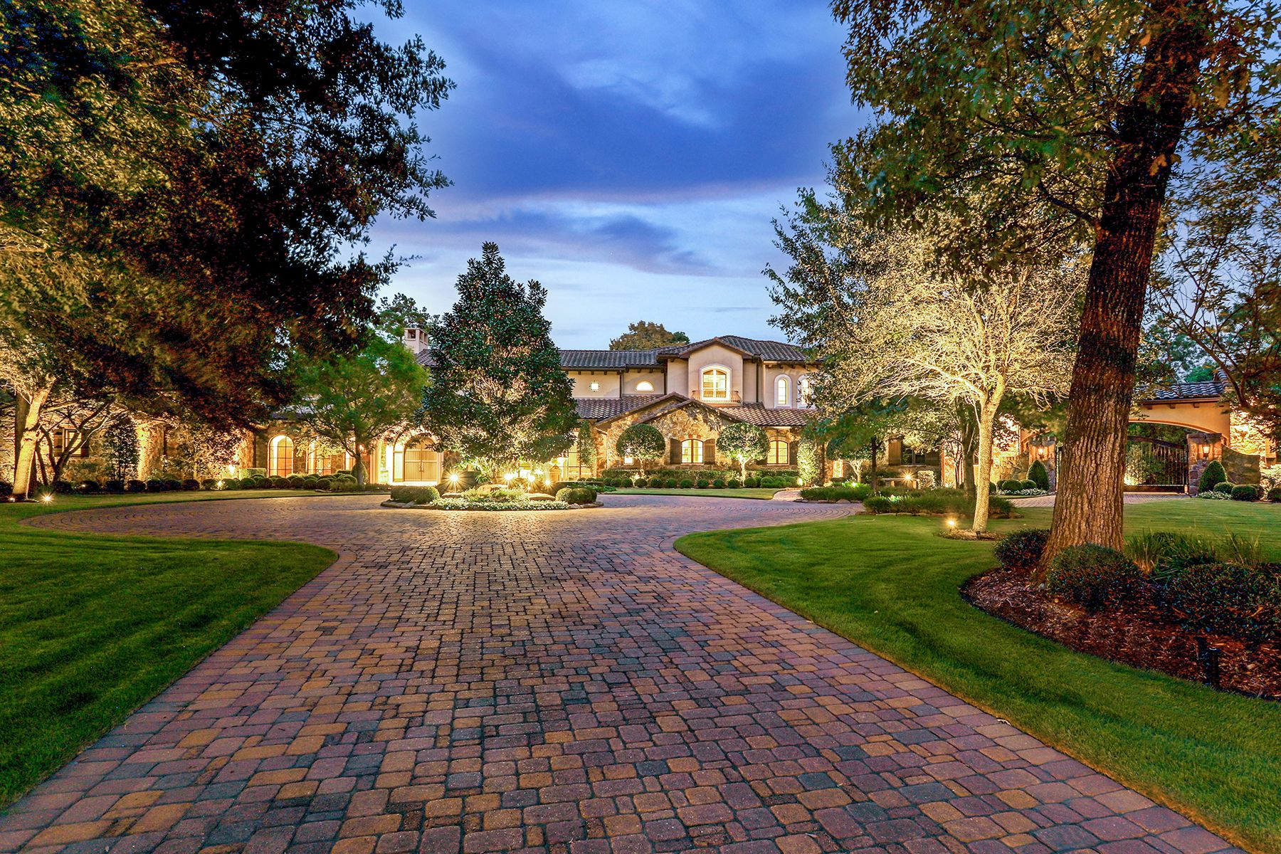 Single Family Homes for Sale at 19 Congressional Circle The Woodlands, Texas 77389 United States