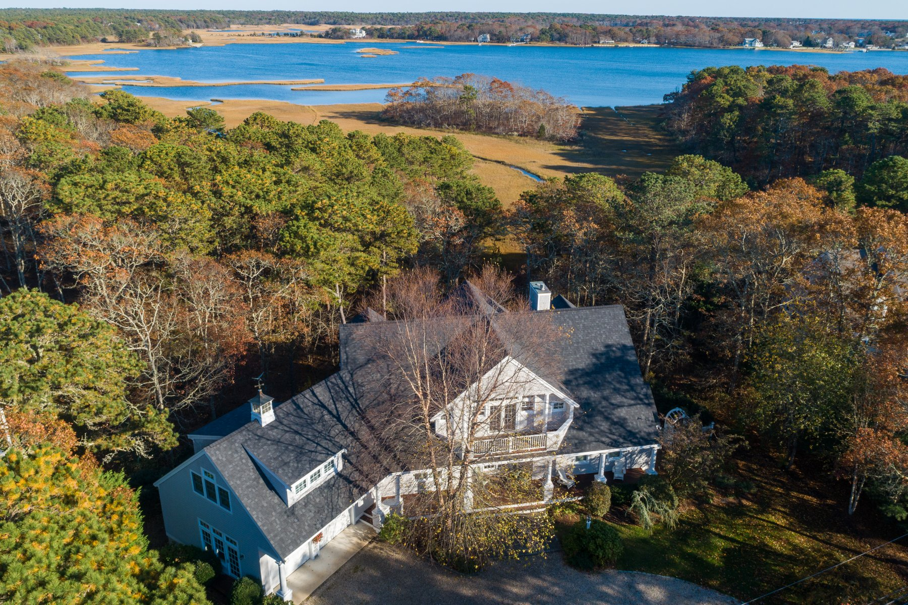 Single Family Homes 为 销售 在 82 Meadow Neck Road 法尔茅斯, 马萨诸塞州 02540 美国