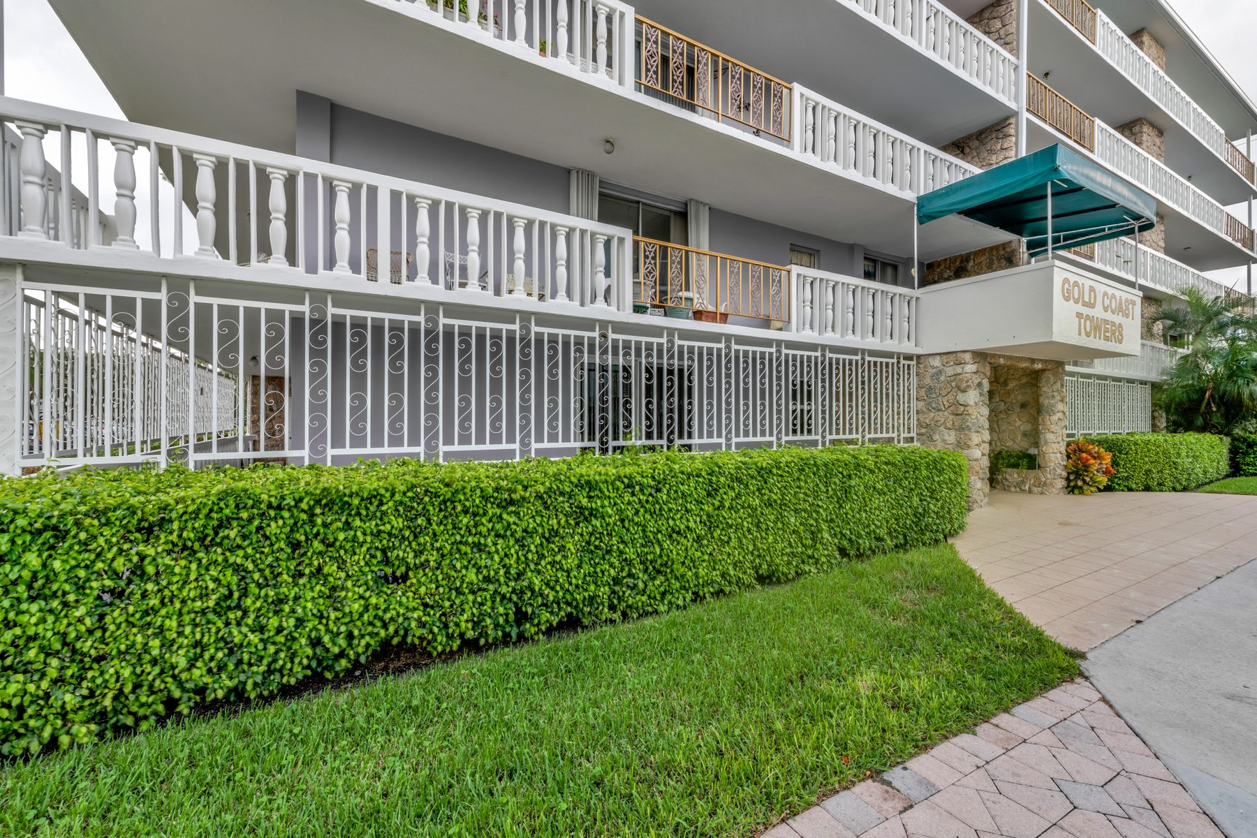 Condominiums for Sale at 1 S Lakeside Drive C-3 1 S Lakeside Dr Apt C3, Lake Worth, Florida 33460 United States