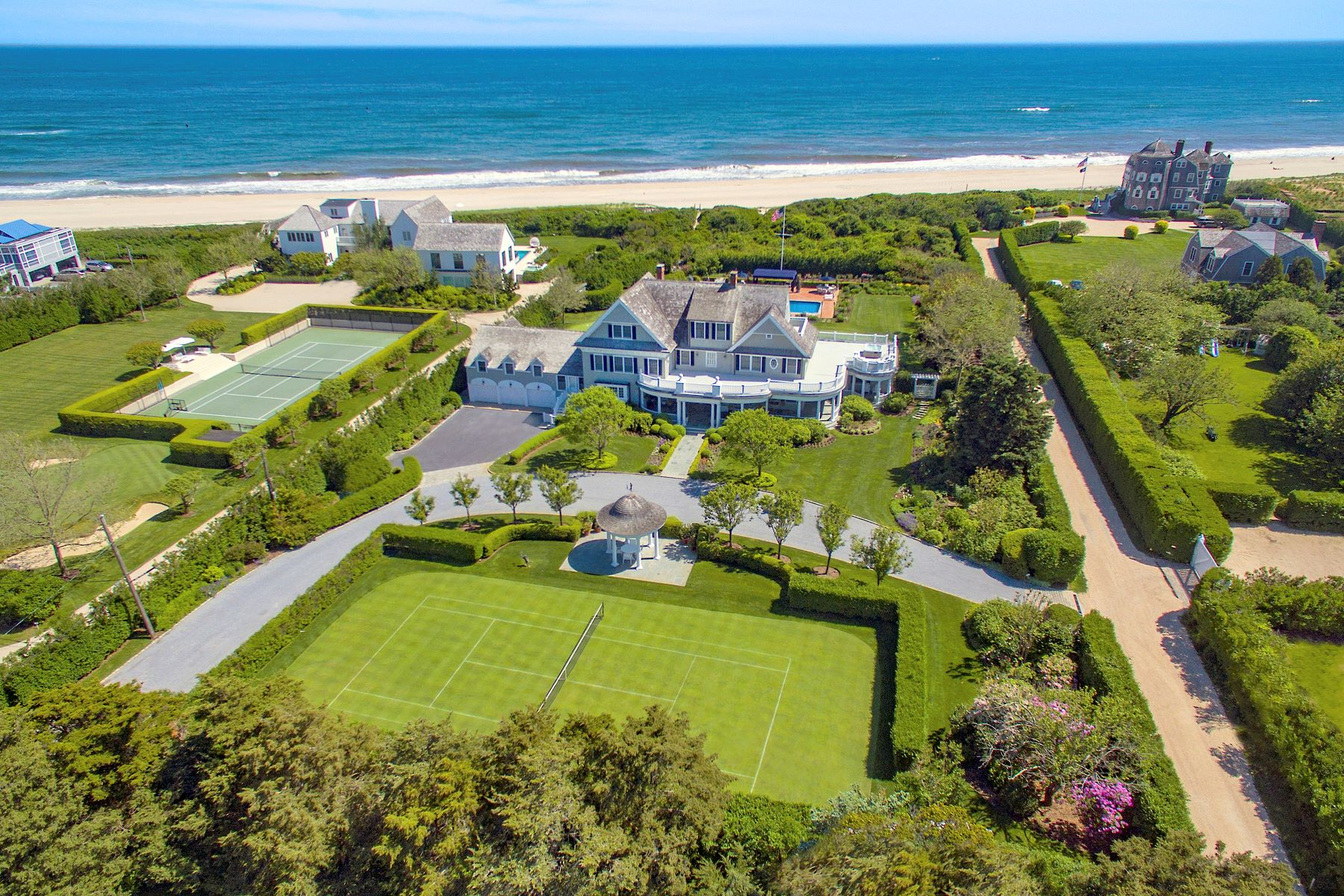 "Single Family Homes por un Venta en ""Ocean Dream"" Estate With Pool & Tennis 5 Fair Lea (Aka 36 Gin Lane) Southampton, Nueva York 11968 Estados Unidos"
